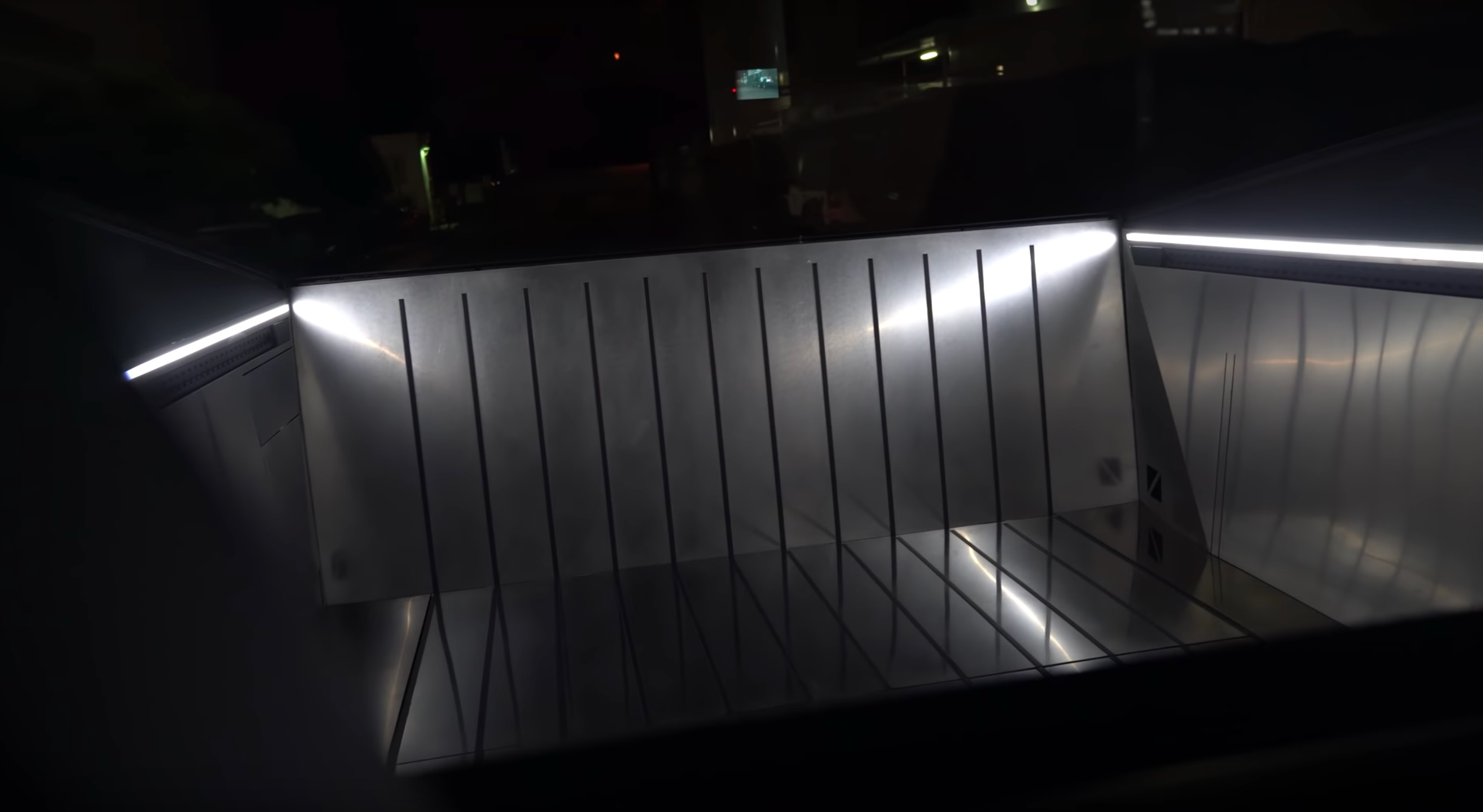 tesla-cybertruck-vault-pickup-bed