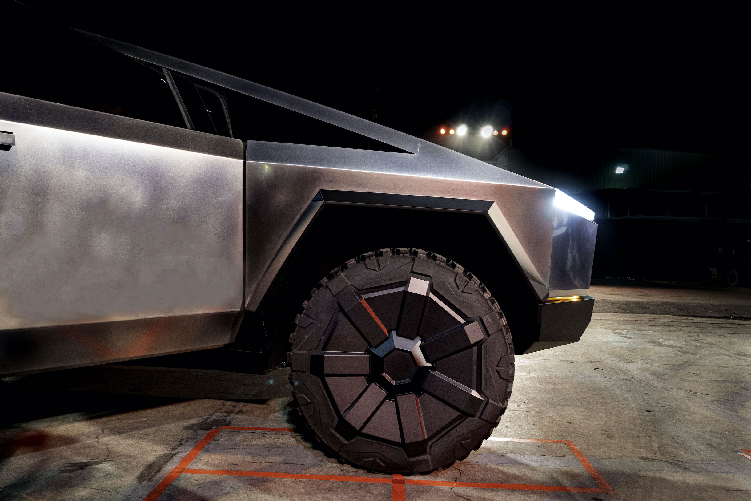 Tesla Cybertruck futuristic aero wheel makes debut in Los Angeles unveiling event on Nov. 21, 2019 (Photo: Teslarati)