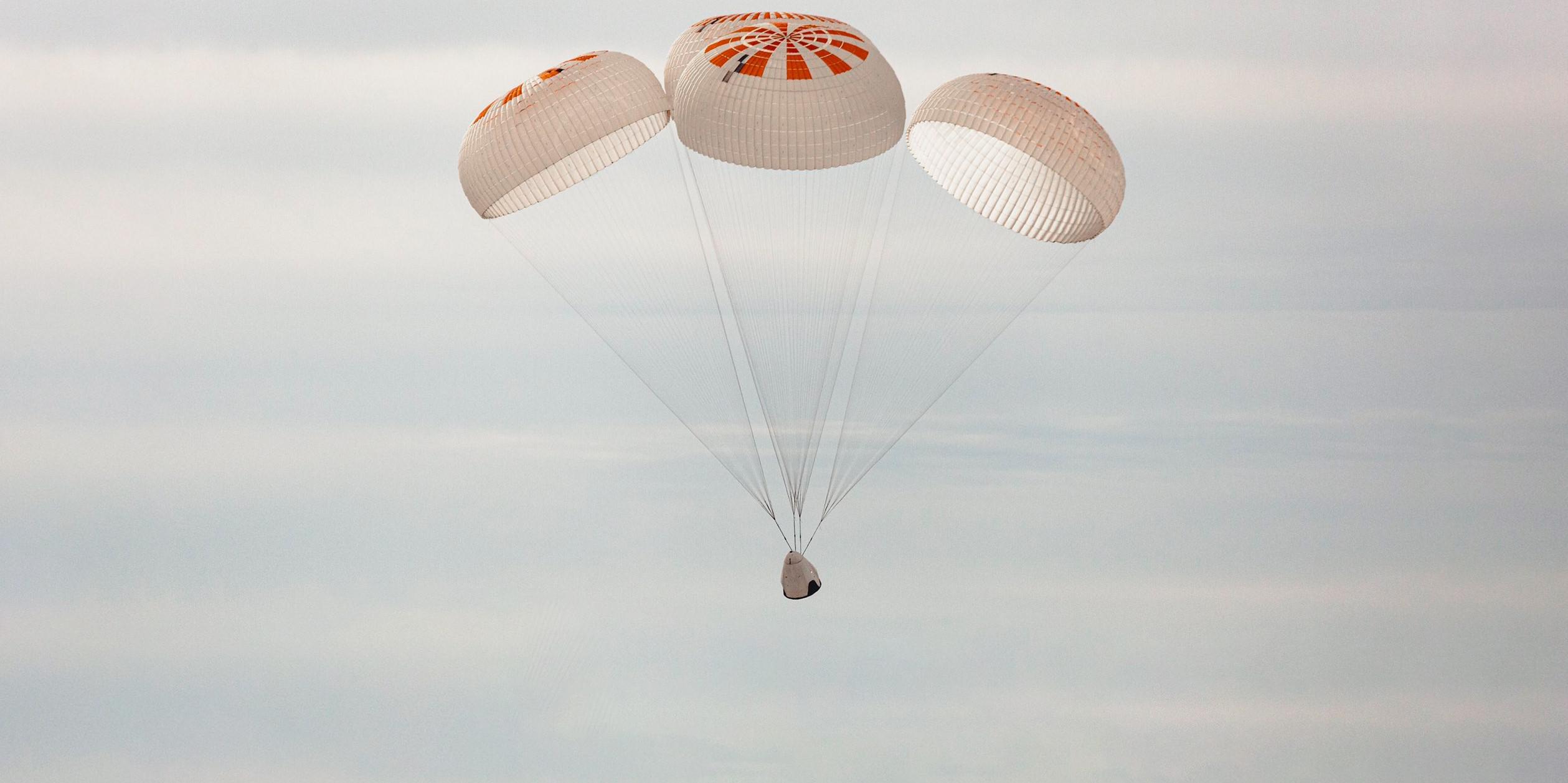 Crew Dragon Mk3 four parachute testing Dec 2019 (SpaceX) 10th test 1 crop edit