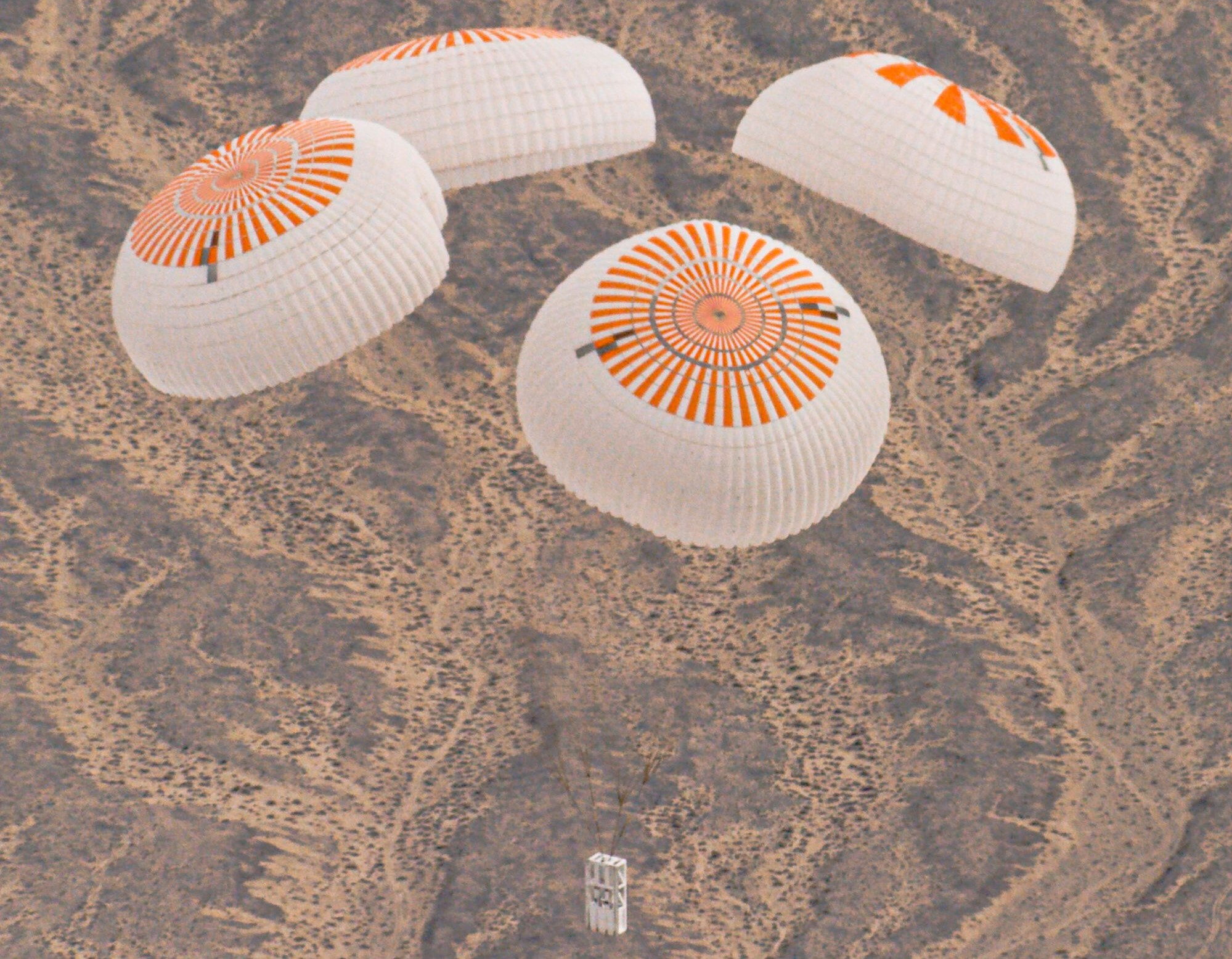 Crew Dragon Mk3 four parachute testing Nov 2019 (SpaceX) 1 crop