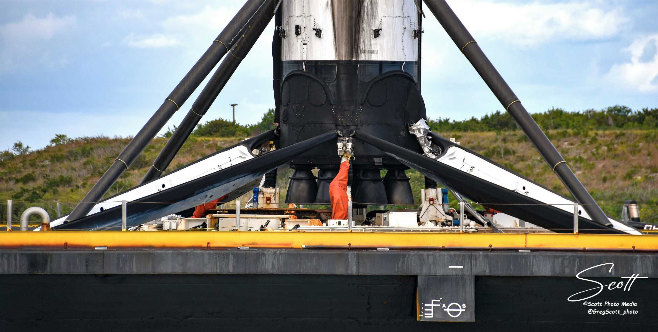 Falcon 9 B1056 Kacific-1 OCISLY recovery 121919 (Greg Scott) 1 crop (c)