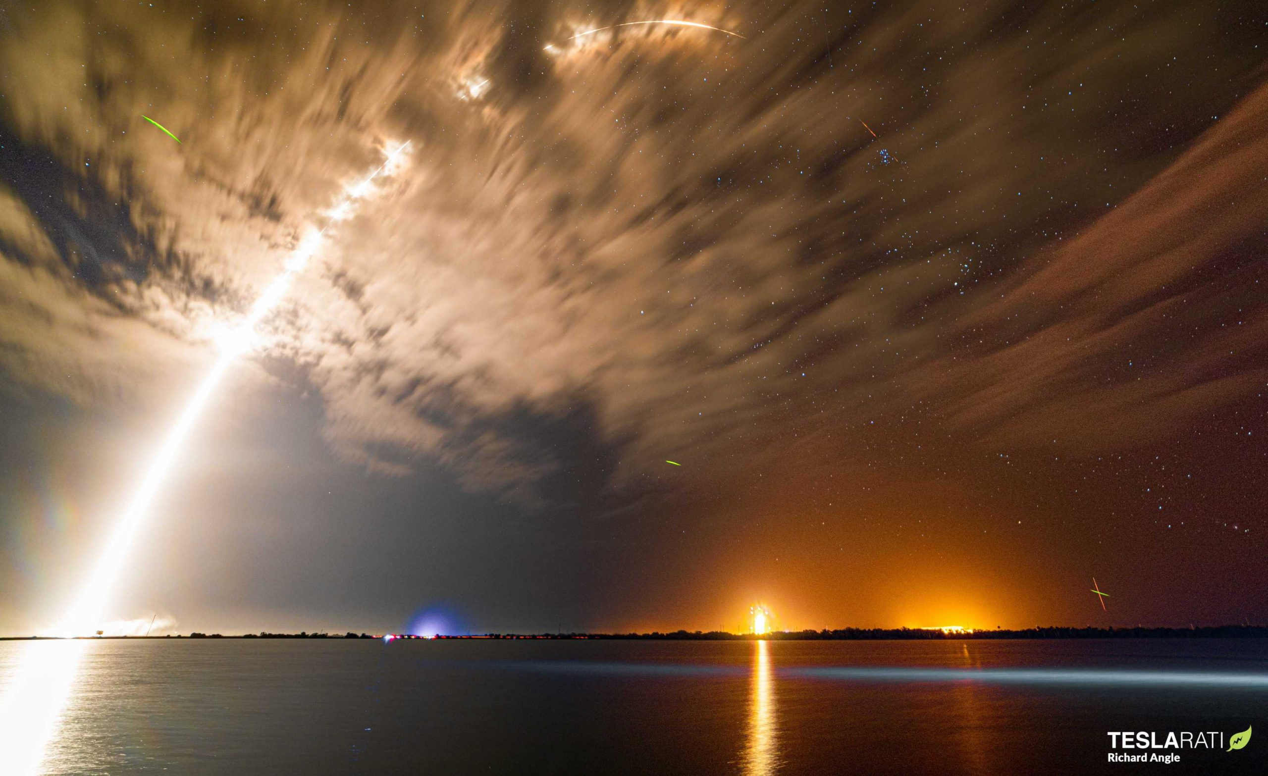 Falcon 9 Kacific-1 launch streak 121619 (Richard Angle) 1 fireflies crop (c)