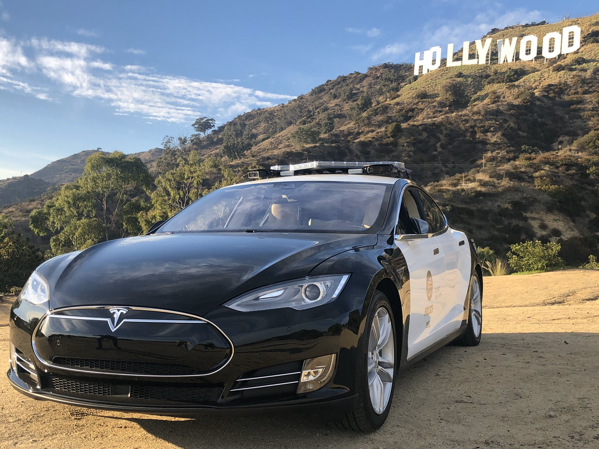 Tesla Model S Becomes Lapd Hollywood Division S Latest Patrol Car