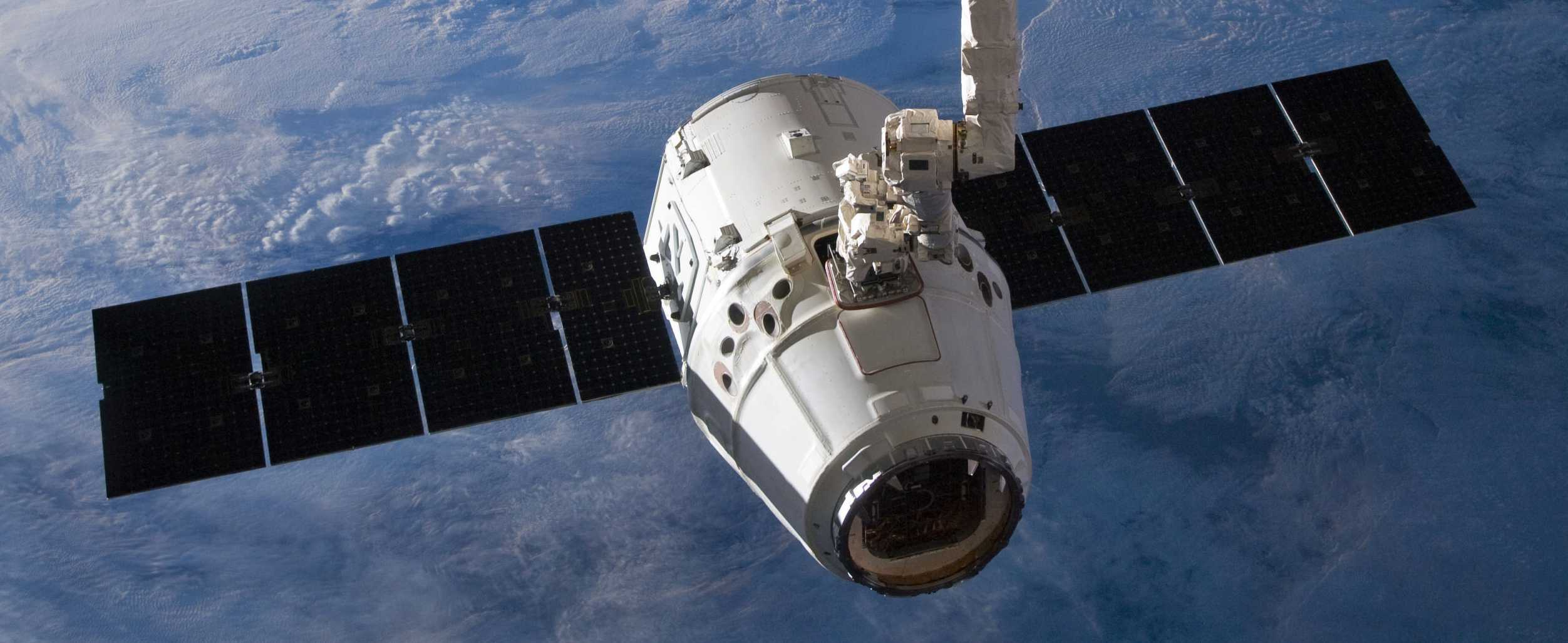 SpaceX_Dragon_C2+_just_prior_to_Canadarm2_release_(ISS031-E-079326) crop 2 (c)