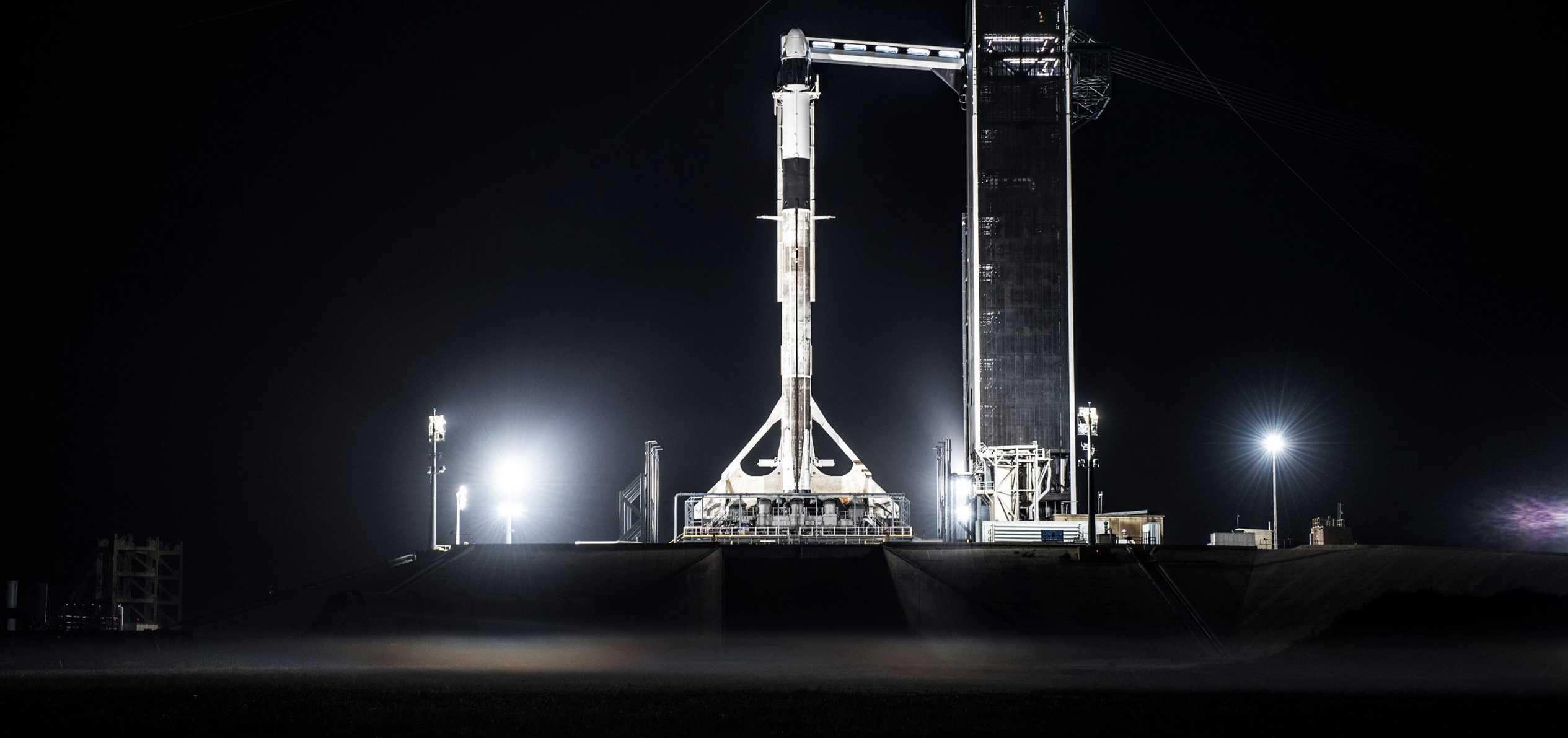 Crew Dragon C205 F9 B1046 IFA 39A vertical 011620 (SpaceX) 1 crop (c)