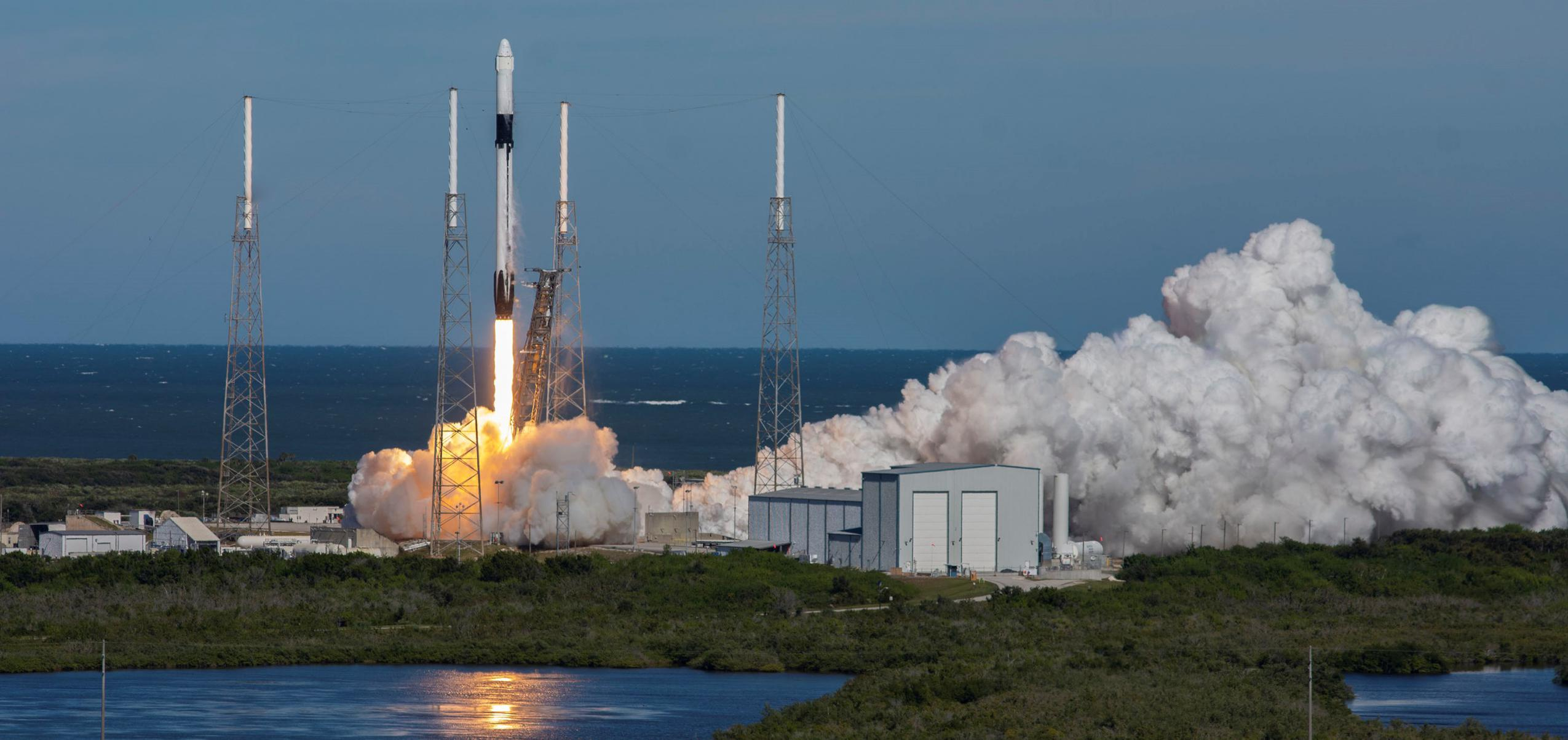 Falcon 9 B1050 Cargo Dragon CRS-16 launch (SpaceX) crop (c)