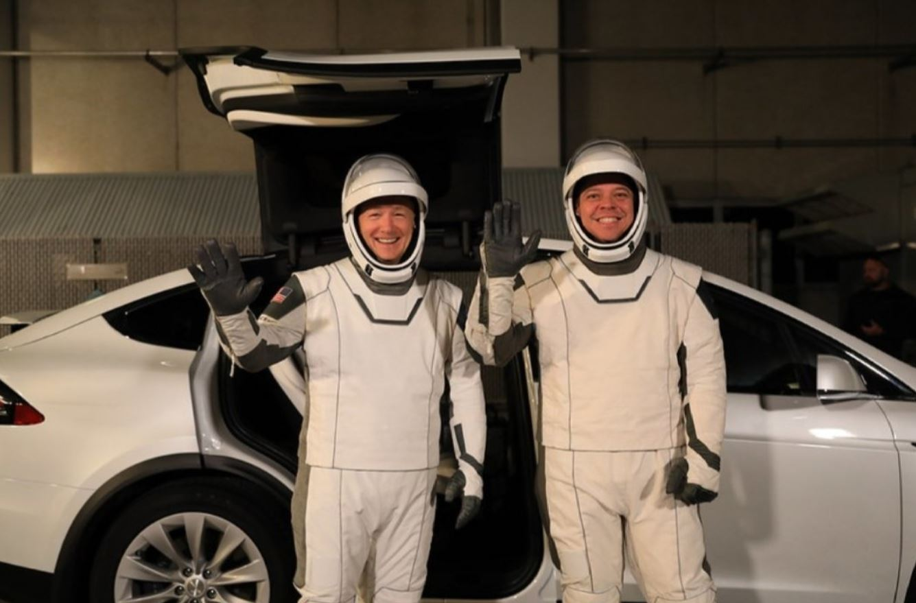 https://www.teslarati.com/wp-content/uploads/2020/01/Tesla-Model-X-for-SpaceX-astronauts-2.jpg