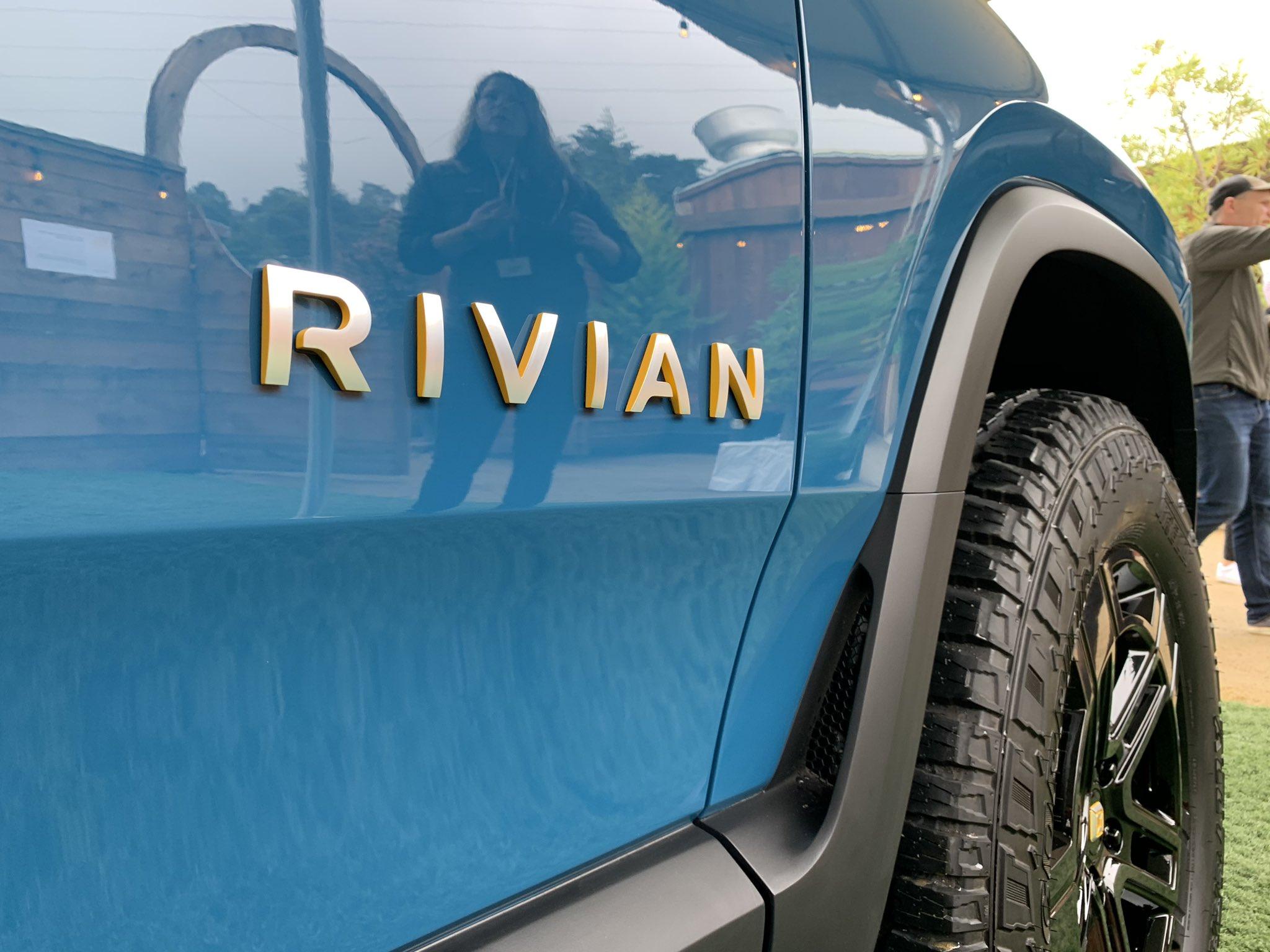 rivian-r1t-blue-side-badge