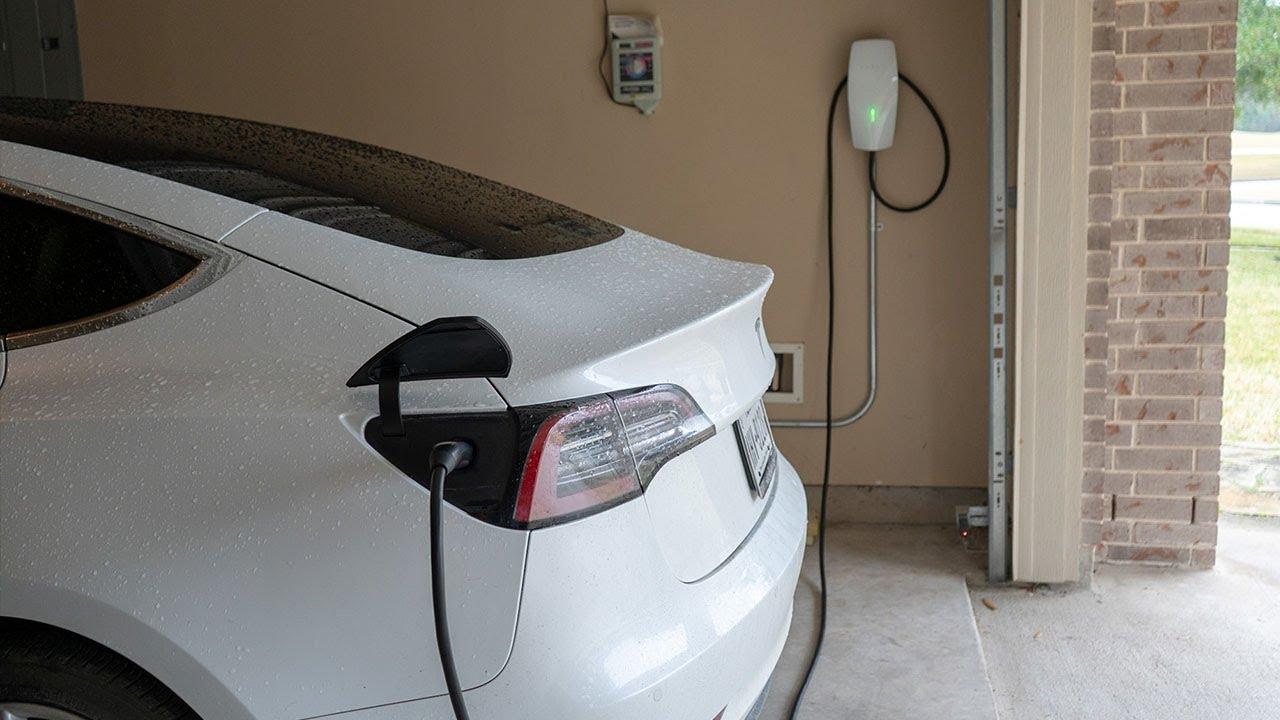 Tesla 3rd Gen Wall Connector charging Model 3 (Credit: Super Tesla via YouTube)