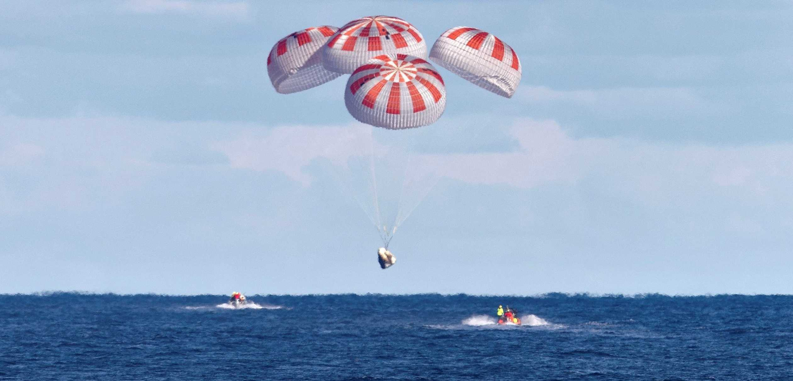 Crew Dragon DM-1 parachute splashdown 030819 (NASA) 5 crop 3(c)