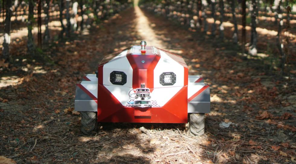 Hitch autonomous farming robot