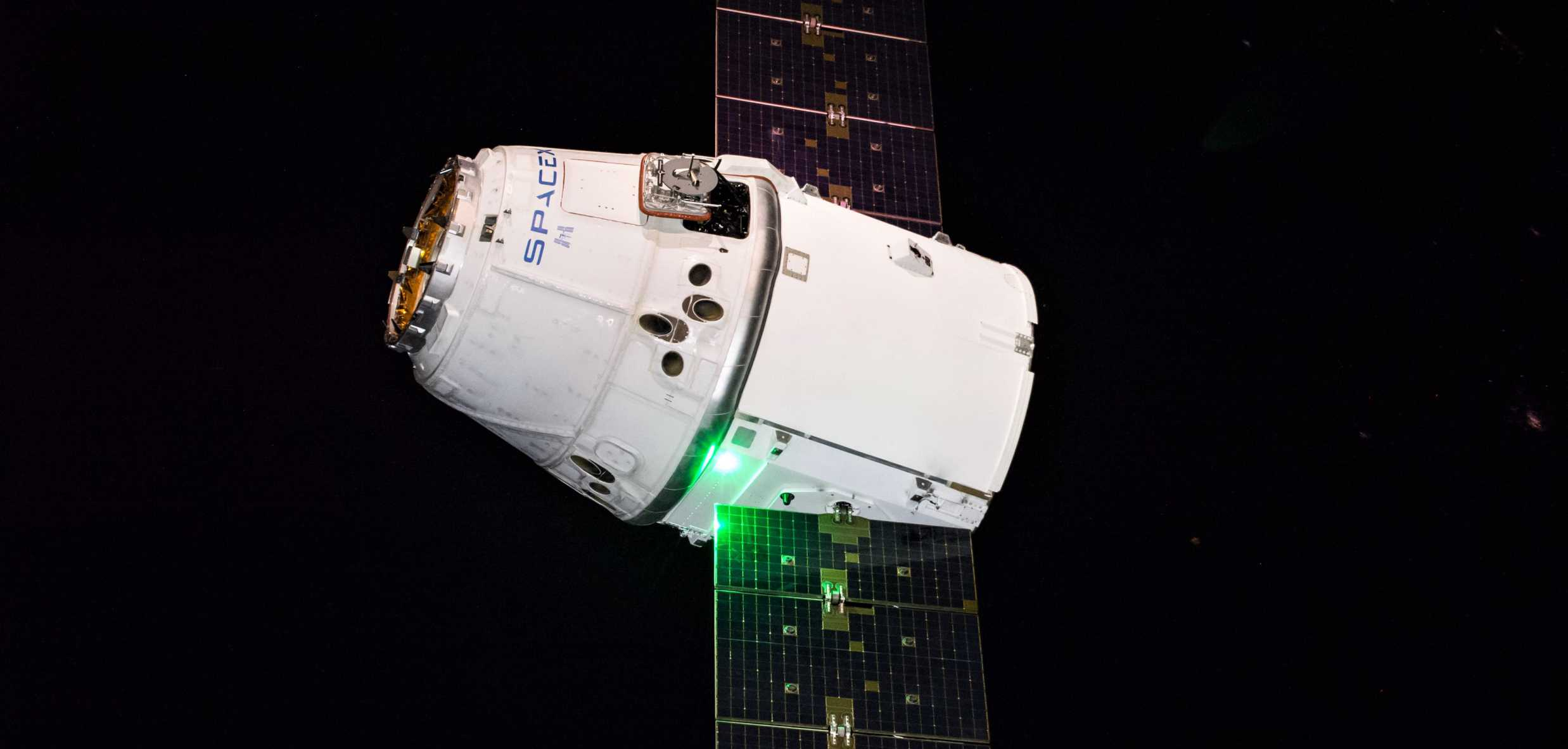 CRS-16 Cargo Dragon ISS berthing (NASA) 1 crop (c)