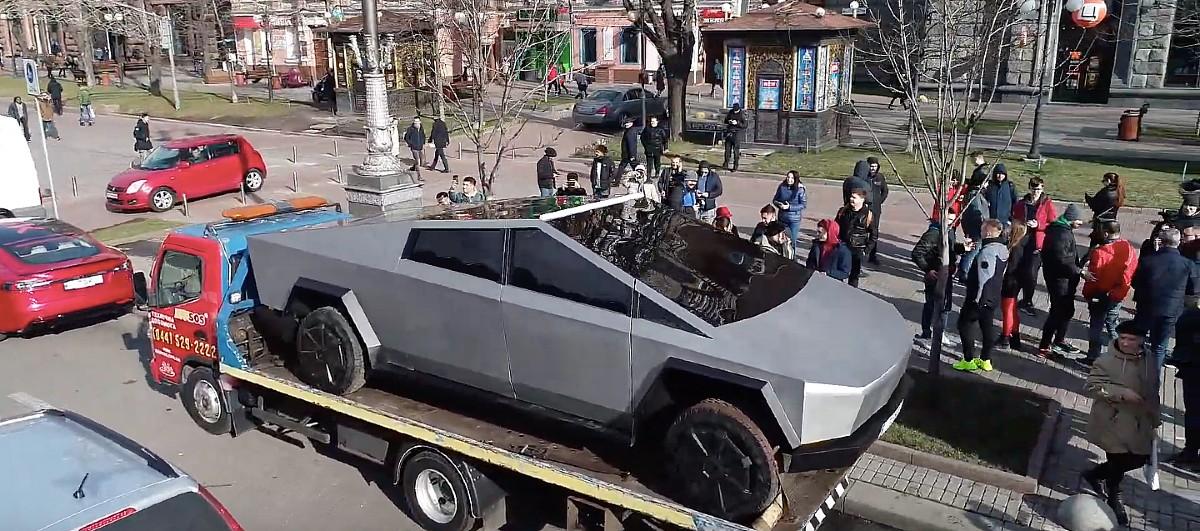 tesla-cybertruck-kiev-truck