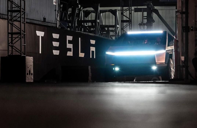 tesla-cybertruck-test-ride