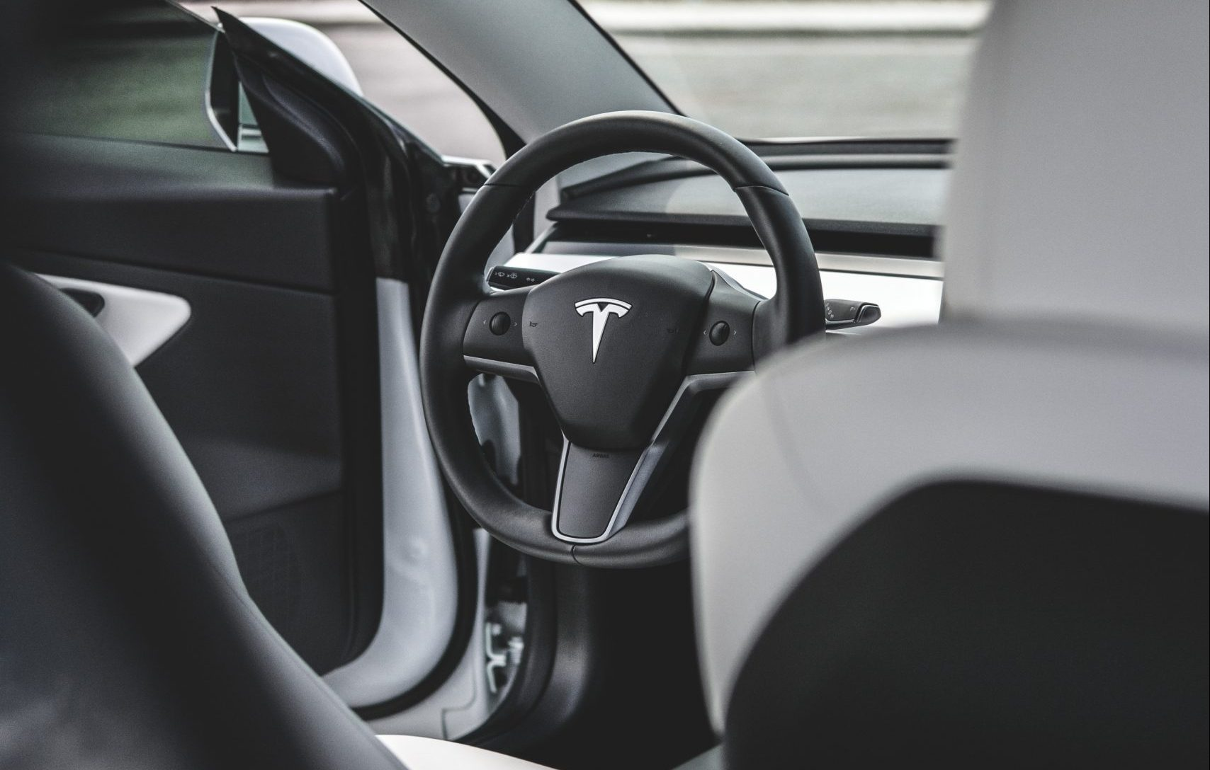 Tesla Model 3 heated steering wheel allegedly confirmed by Switzerland branch
