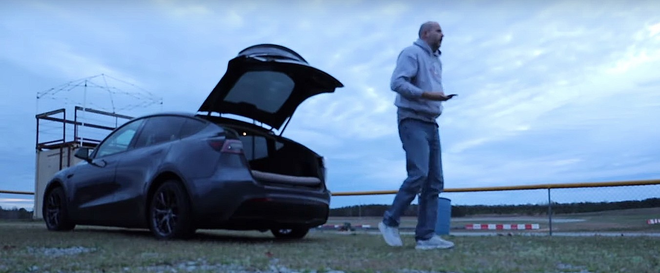tesla-model-y-camp-mode-air-mattress-test-battery