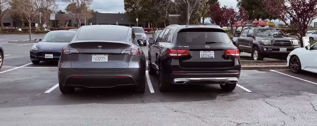 tesla-model-y-mercedes-glc300-rear-size-comparison