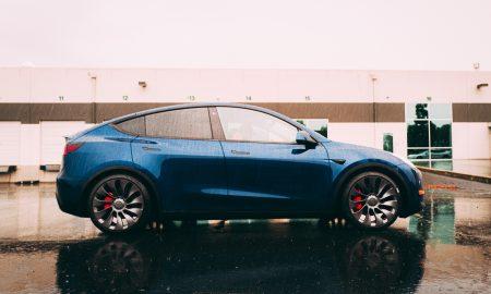 Tesla Model Y Performance with high performance red brakes (Photo: Arash Malek @MinimalDuck via Twitter)