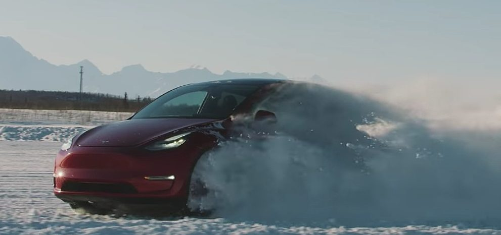 tesla-model-y-winter-driving (1)