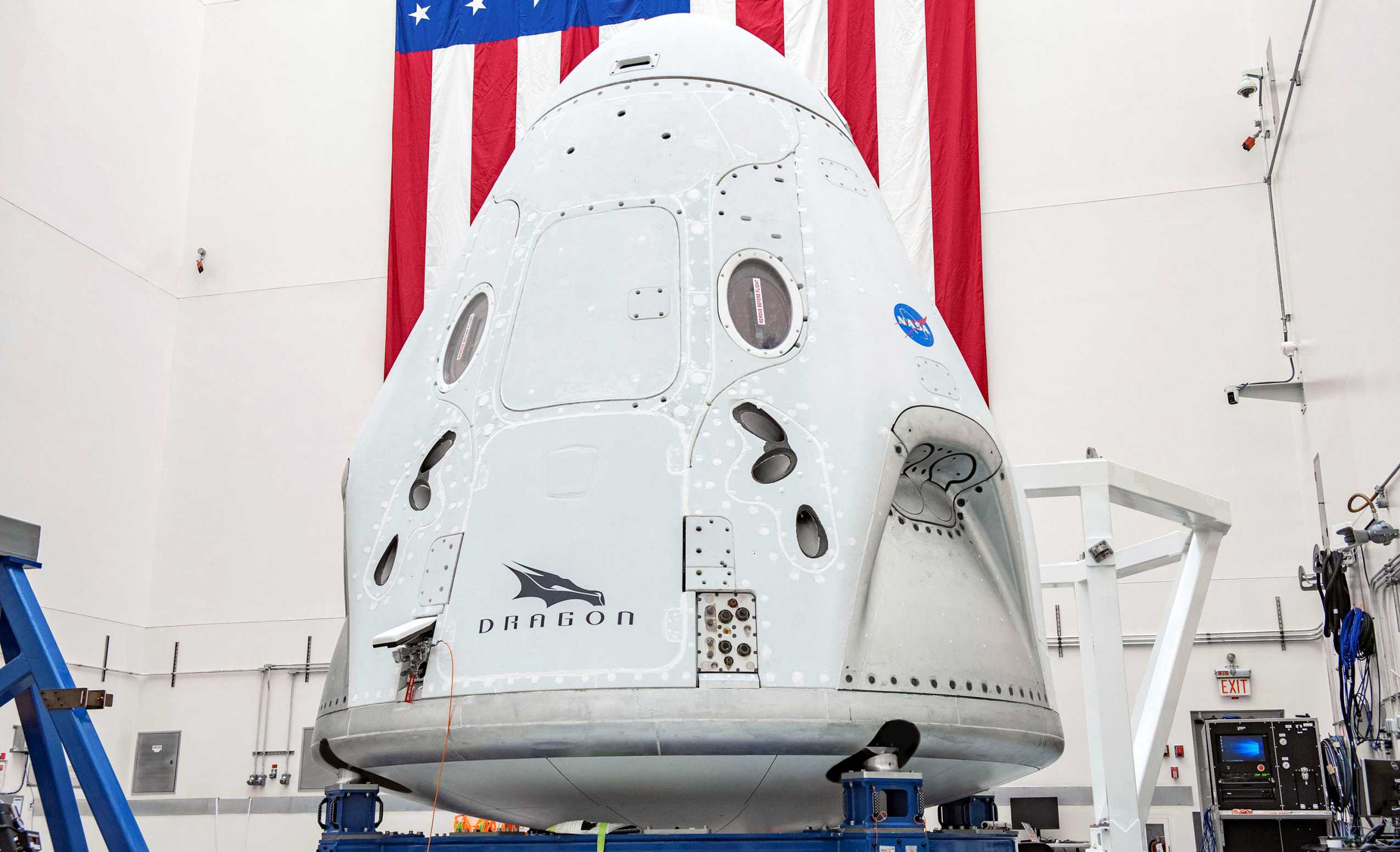 Crew Dragon C206 041120 (SpaceX) final integration 1 crop 1 (c)