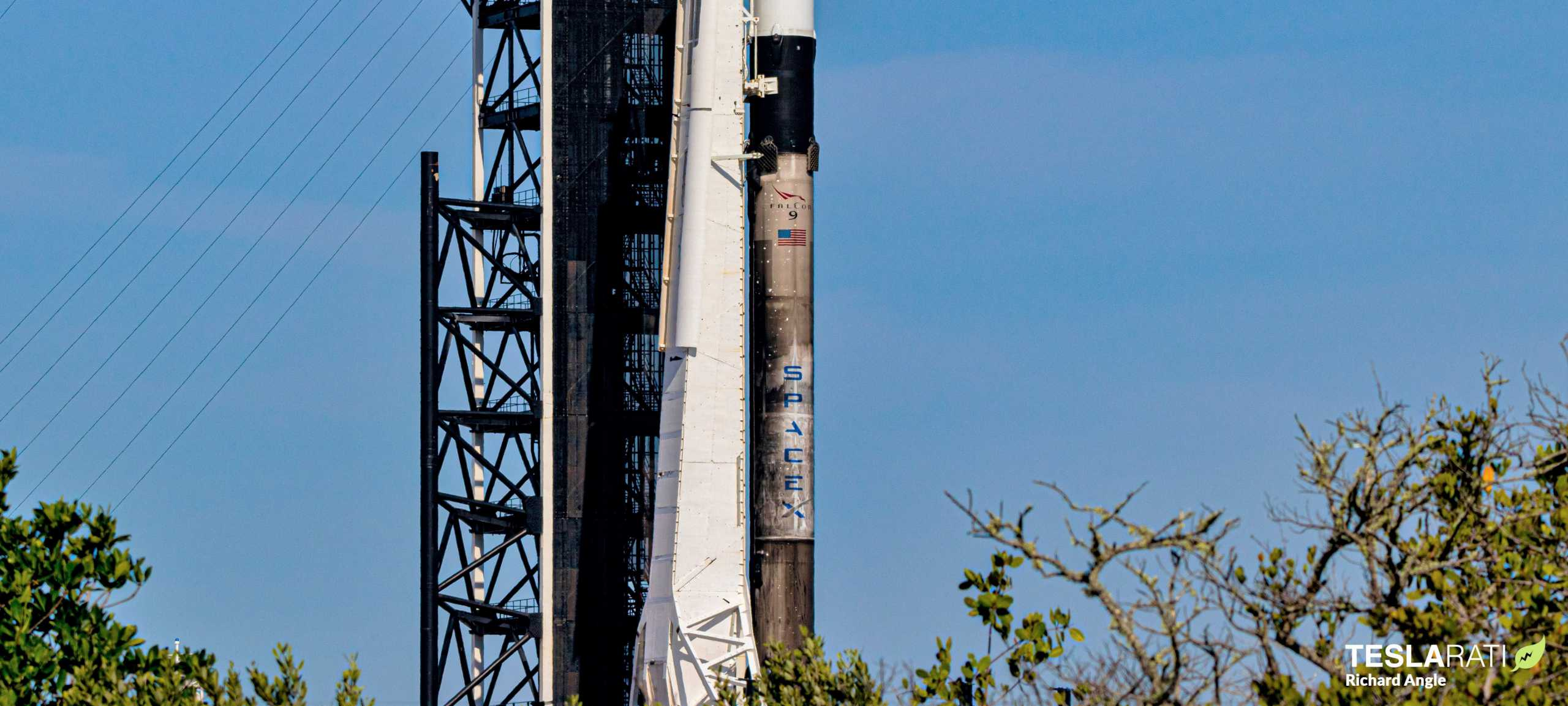 Falcon 9 Starlink 6 042120 (Richard Angle) prelaunch 2 crop (c)