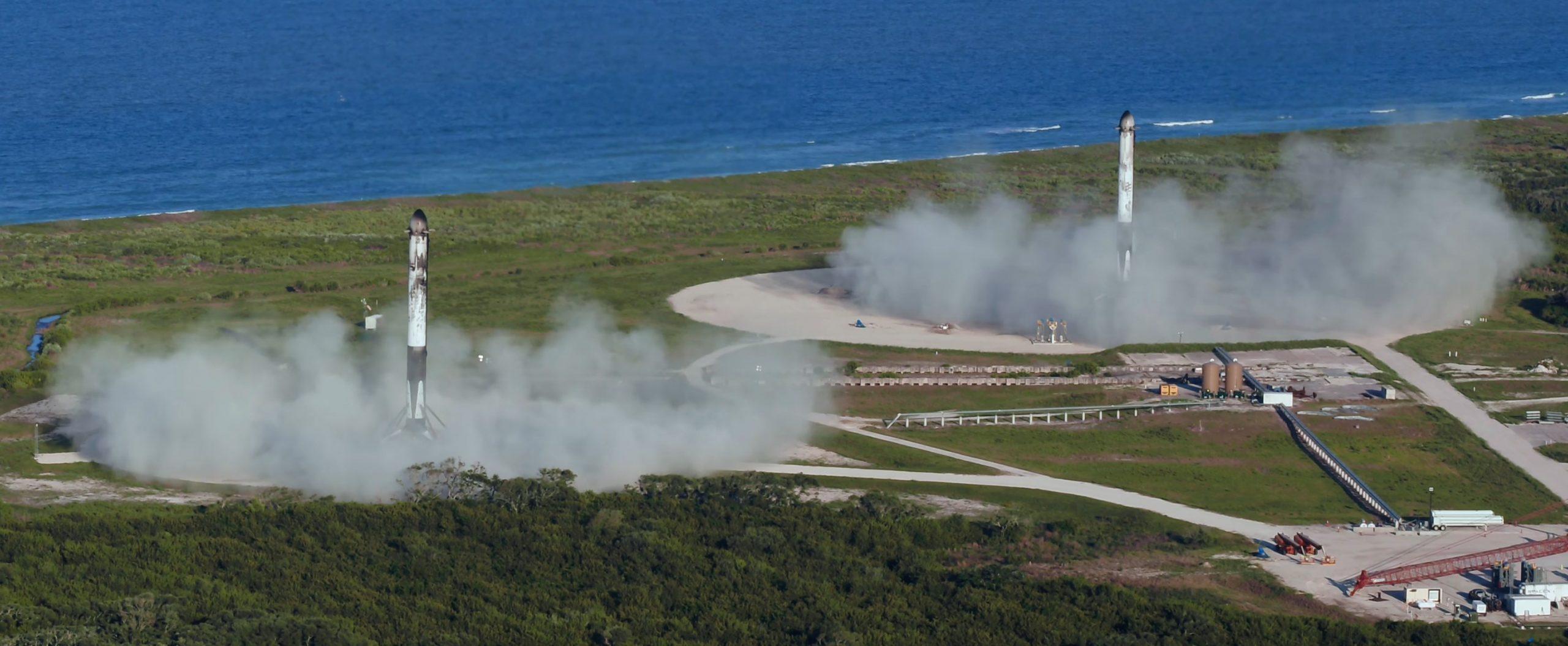 Falcon Heavy Arabsat 6A B1052 B1053 LZ-1 LZ-2 041120 (SpaceX) 2