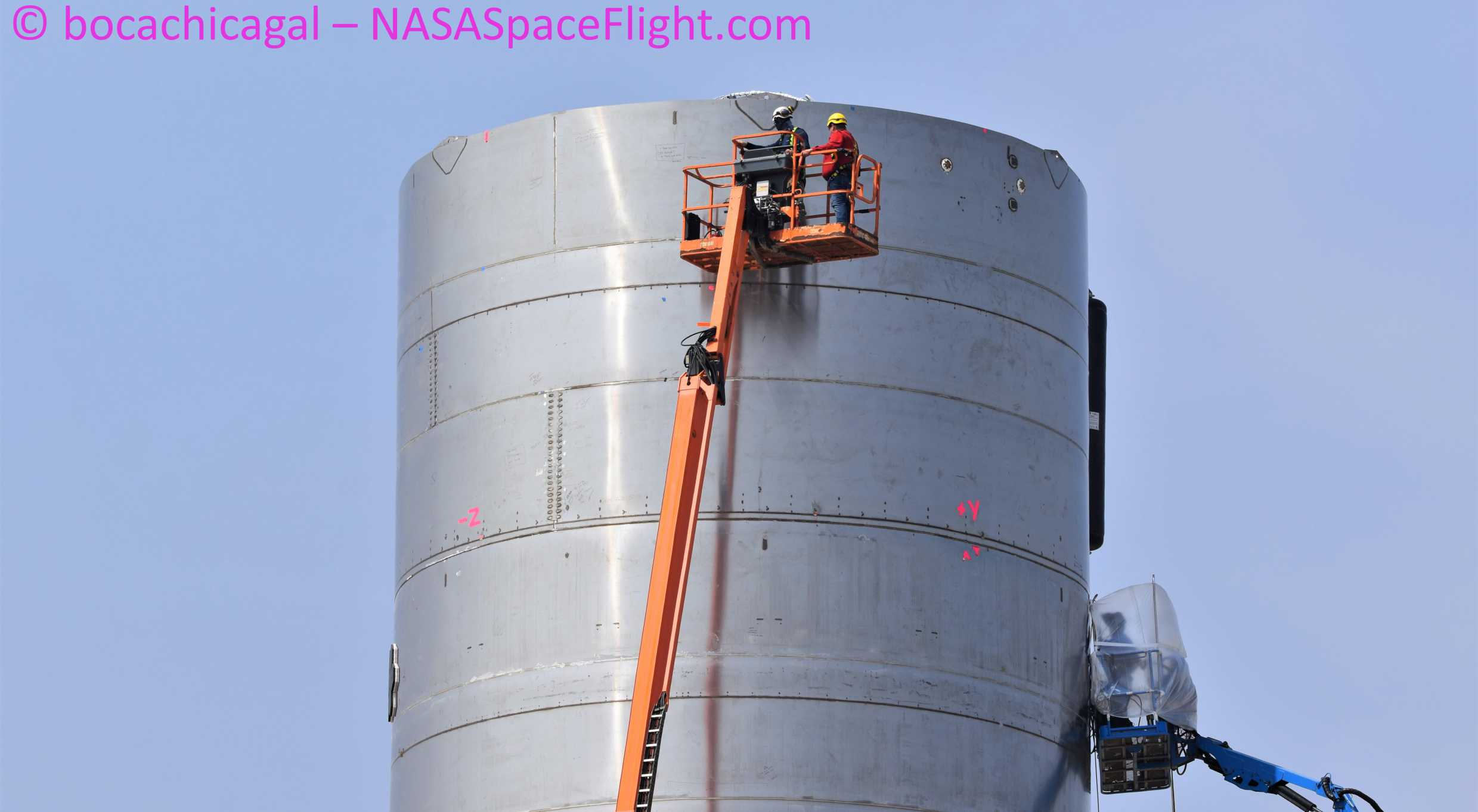Starship Boca Chica 042520 (NASASpaceflight – bocachicagal) SN4 pad work 6 crop (c)