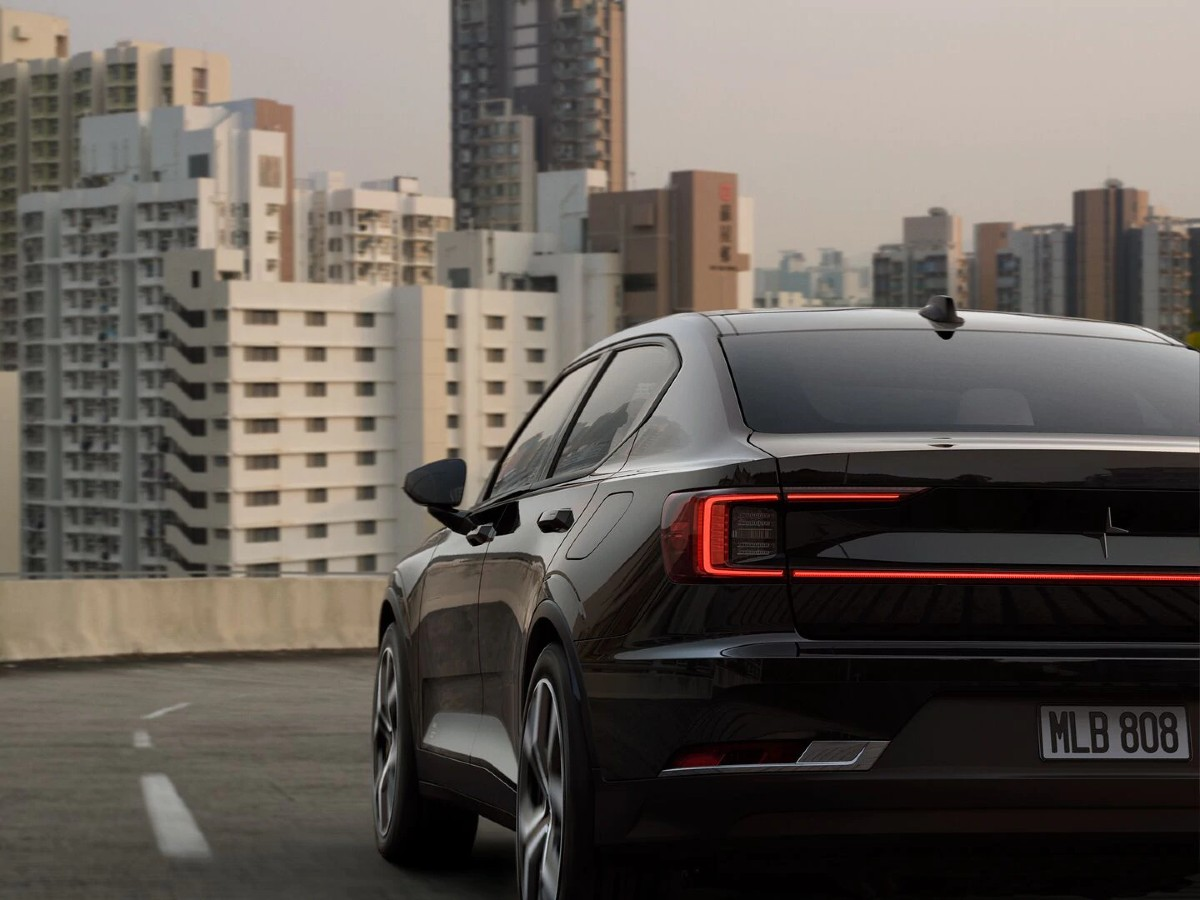 polestar-2-electric-car-black-rear