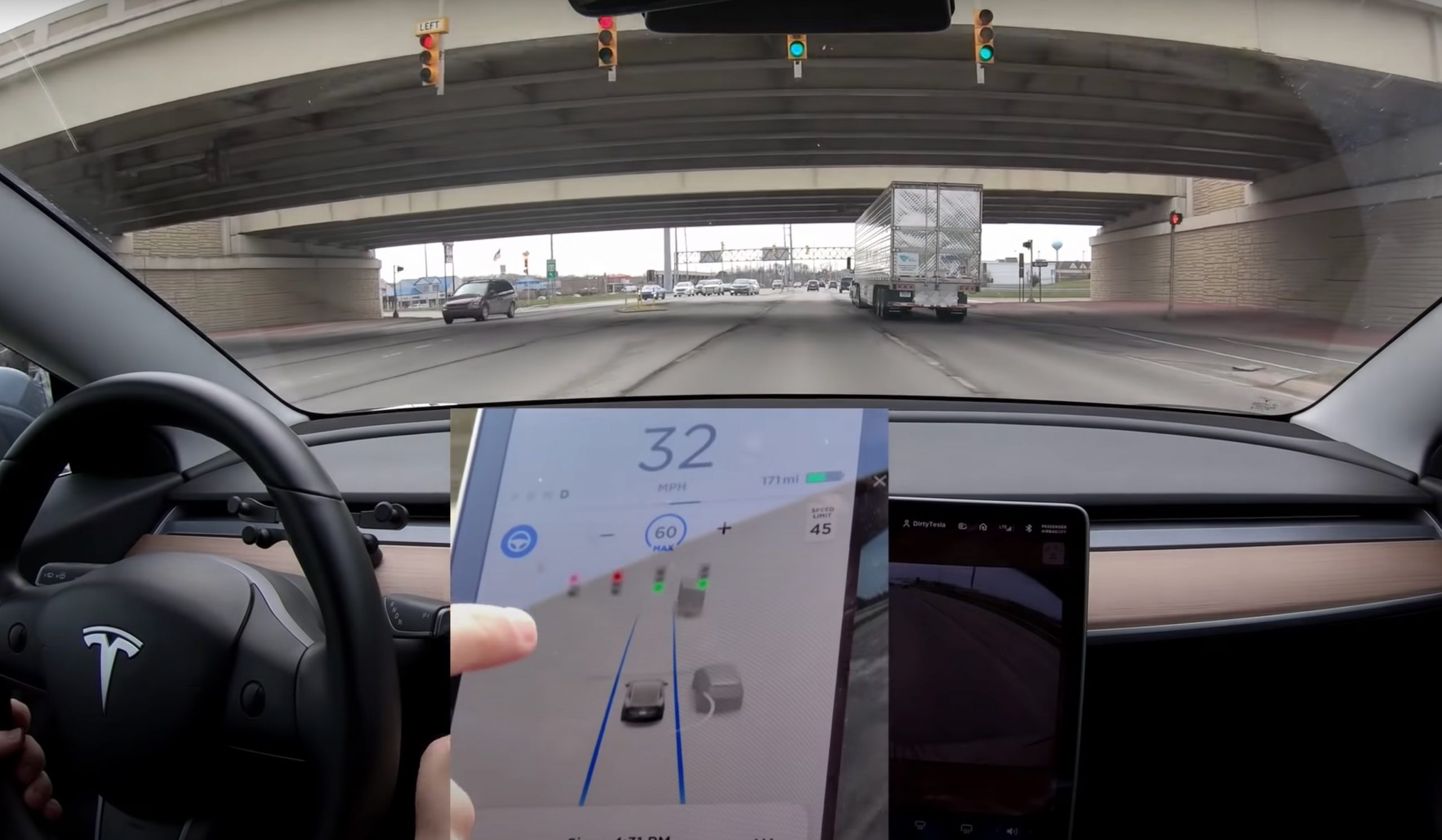 Tesla cars can now recognise and respond to traffic lights, stop signs