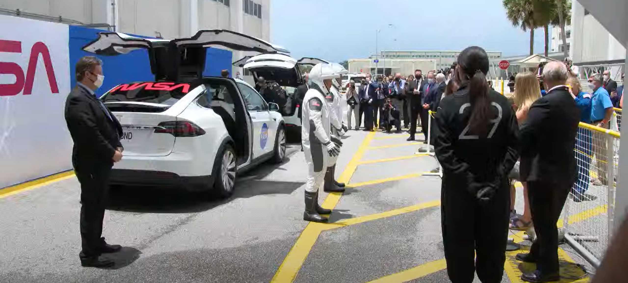 Crew Dragon C206 F9 B1058 Demo-2 052720 webcast (SpaceX) Doug Bob Tesla ingress 1 (c)