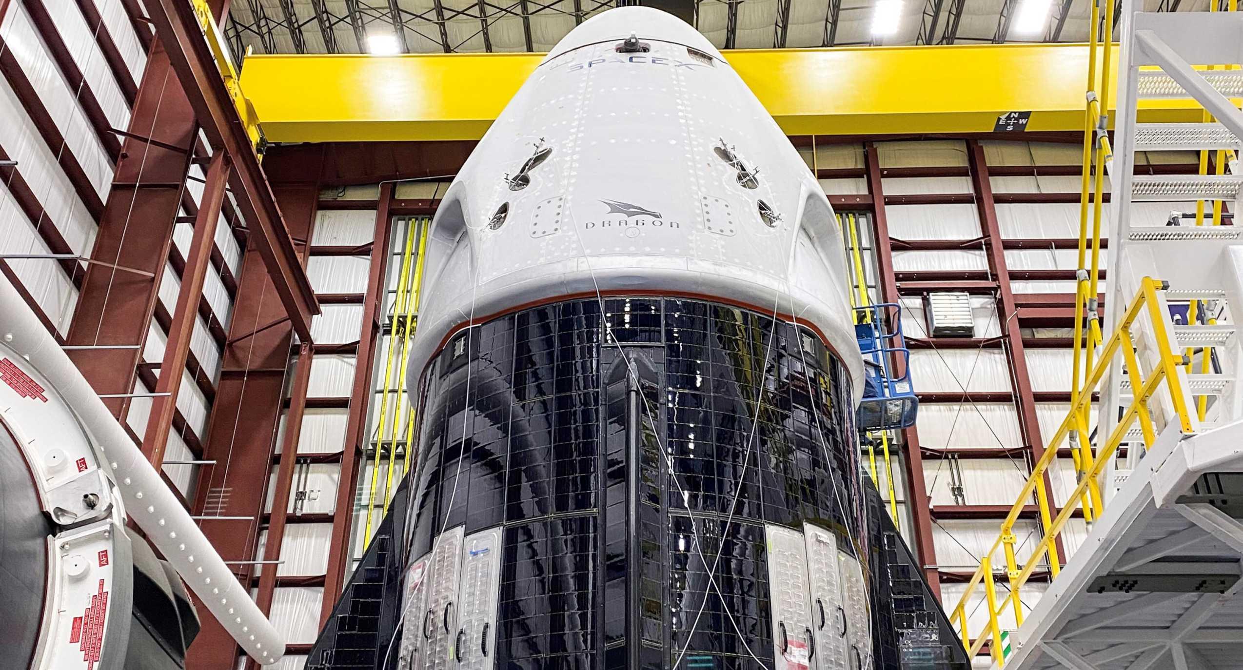 Demo-2 Crew Dragon C206 + trunk 39A 052020 (SpaceX) 1 crop (c)