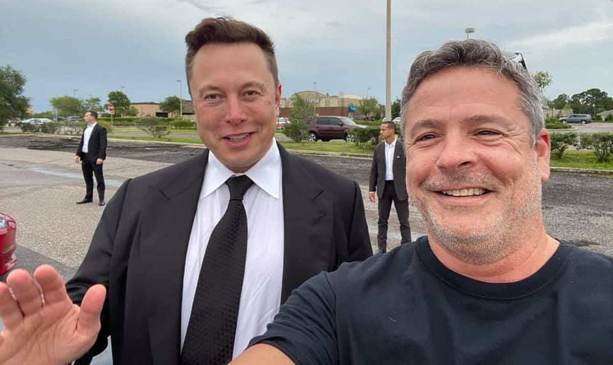 elon-musk-west-melbourne-spacex-scrubbed-launch-meet-and-greet-fans
