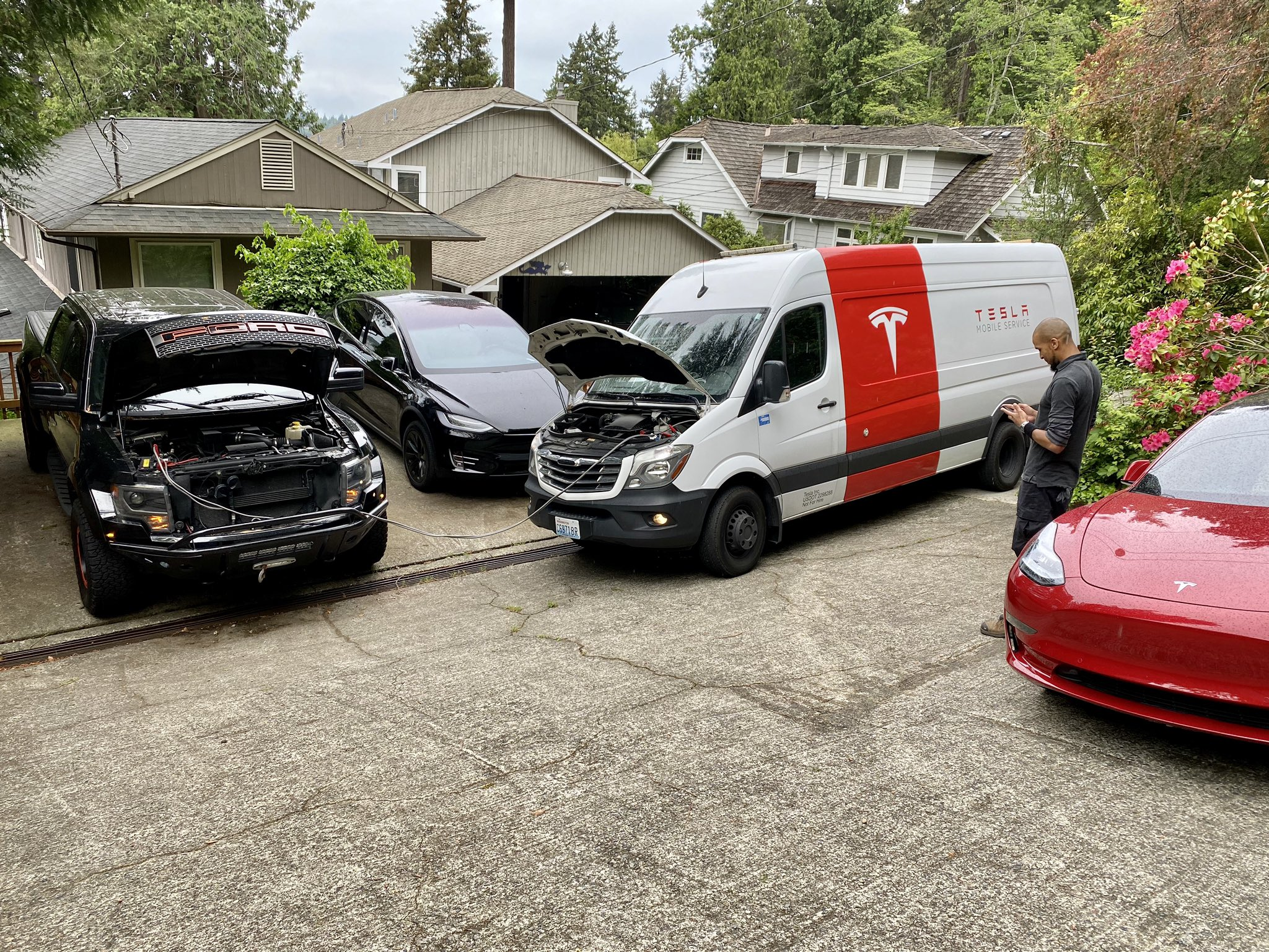 tesla-mobile-service-fixes-ford-f150