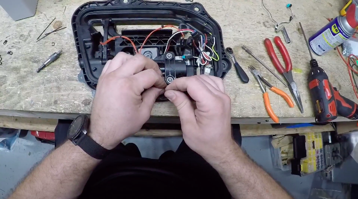 tesla-model-s-door-assembly-step-11