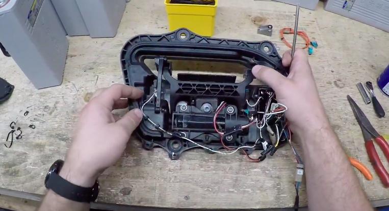 tesla-model-s-door-assembly-step-2