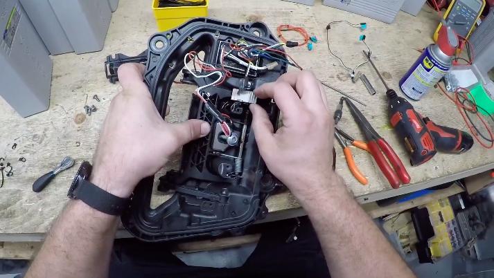 tesla-model-s-door-assembly-step-6