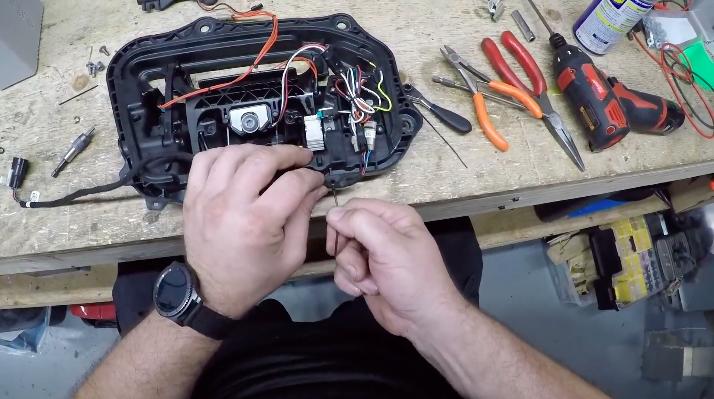 tesla-model-s-door-assembly-step-9