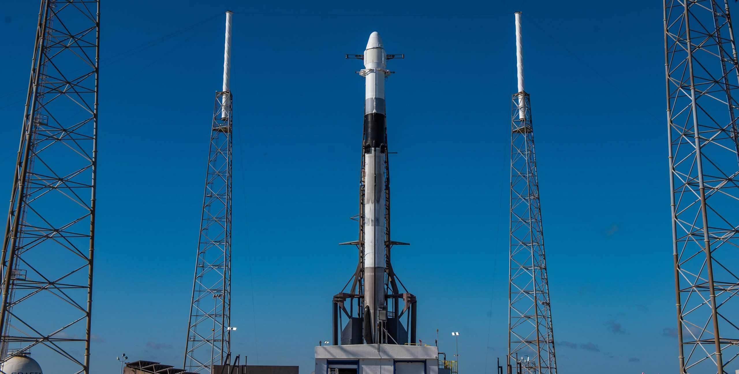 Cargo Dragon C108 CRS-18 Falcon 9 B1056 vertical (SpaceX) 2 crop
