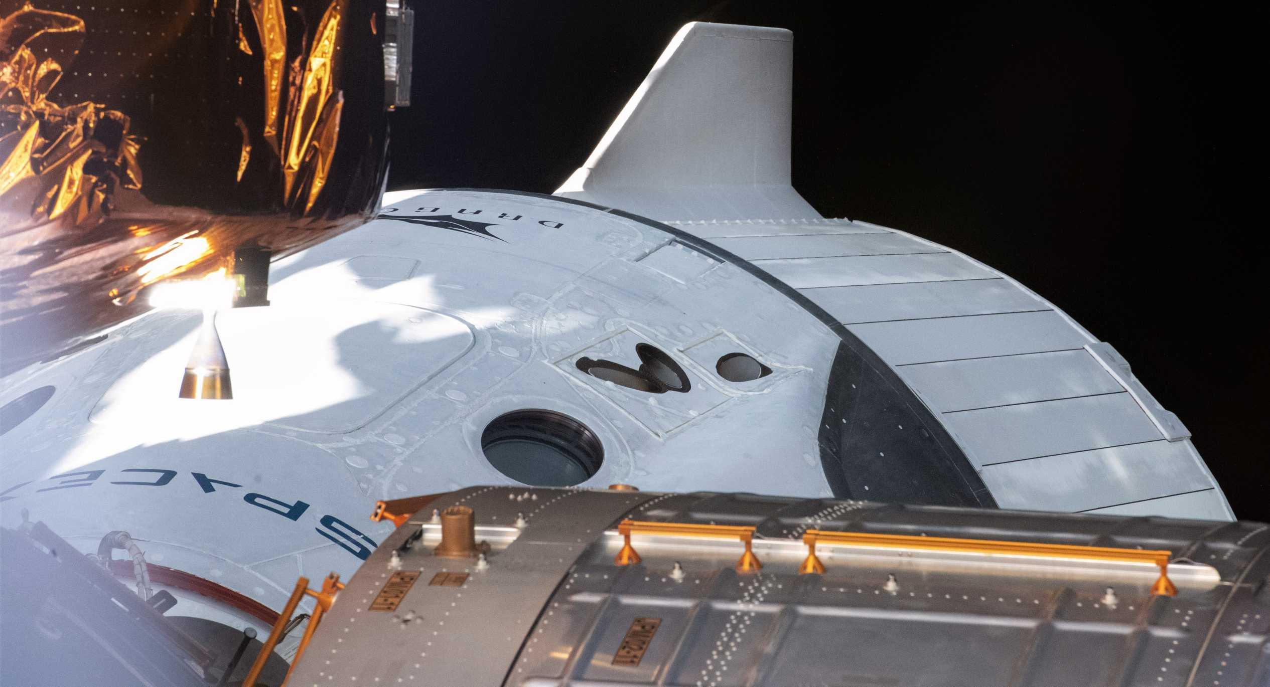 Crew Dragon C206 Demo-2 ISS 060820 (NASA) 1 crop 2 (c)