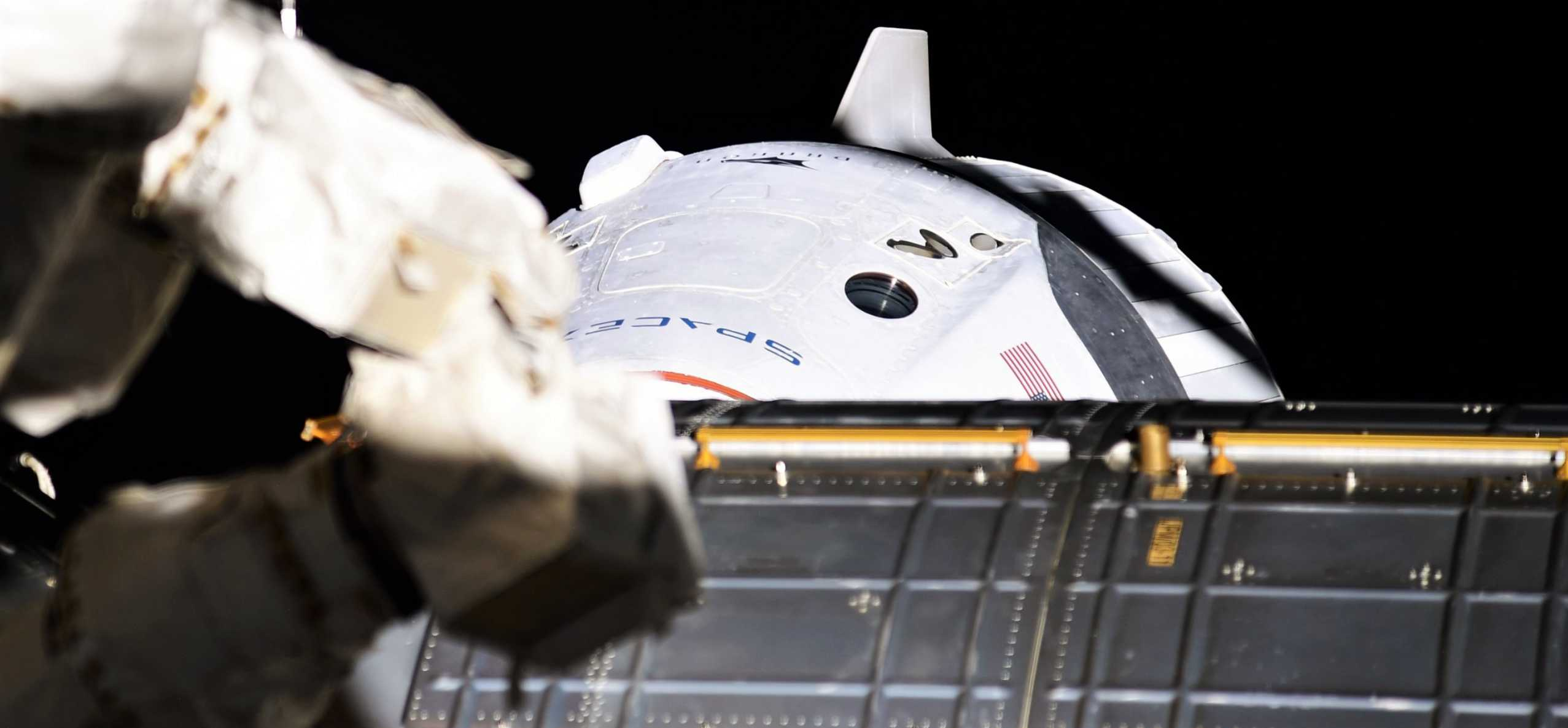 Crew Dragon C206 Demo-2 ISS arrival 053120 (Ivan Vagner) 1 crop (c)