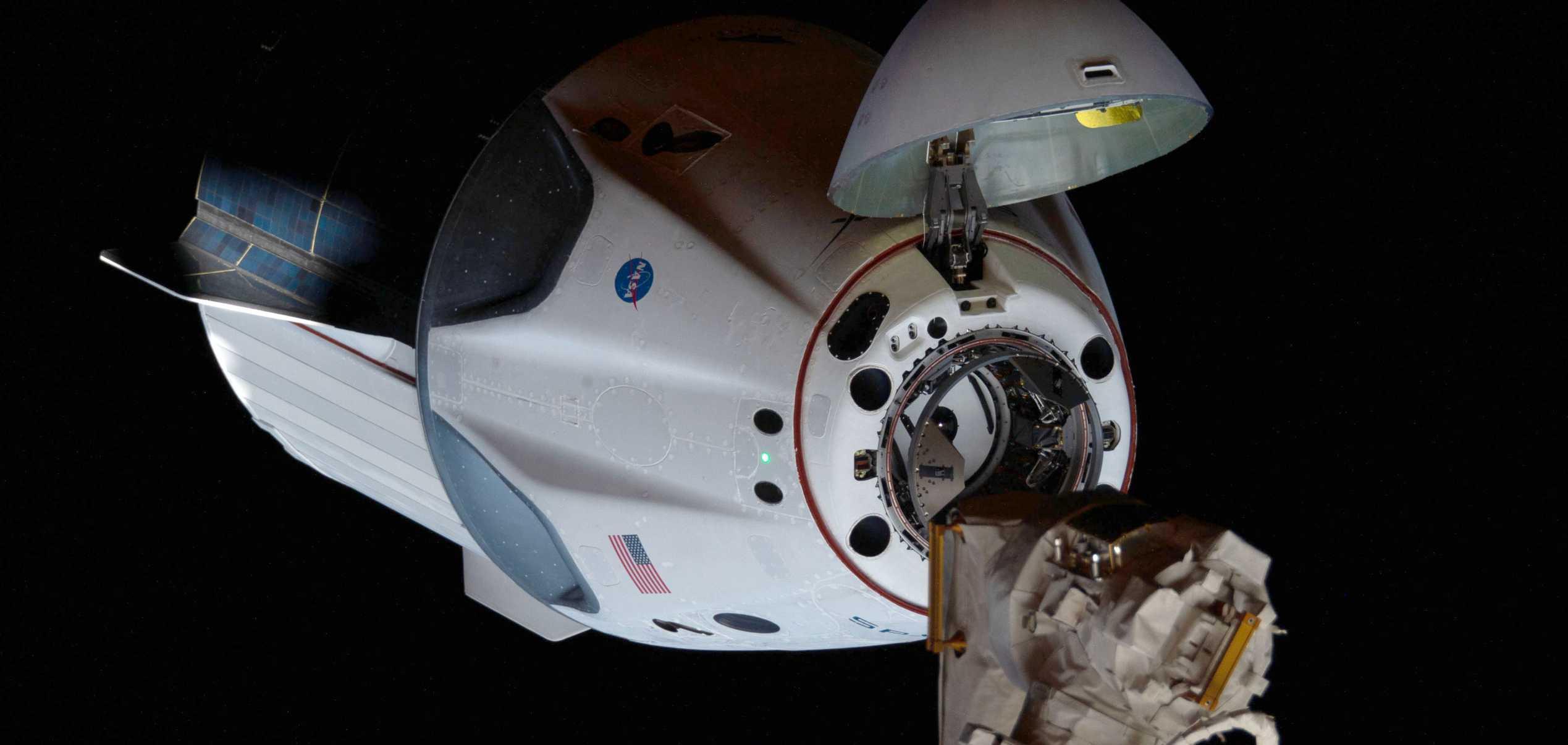 Crew Dragon C206 Demo-2 ISS arrival 053120 (NASA) 4 crop (c)