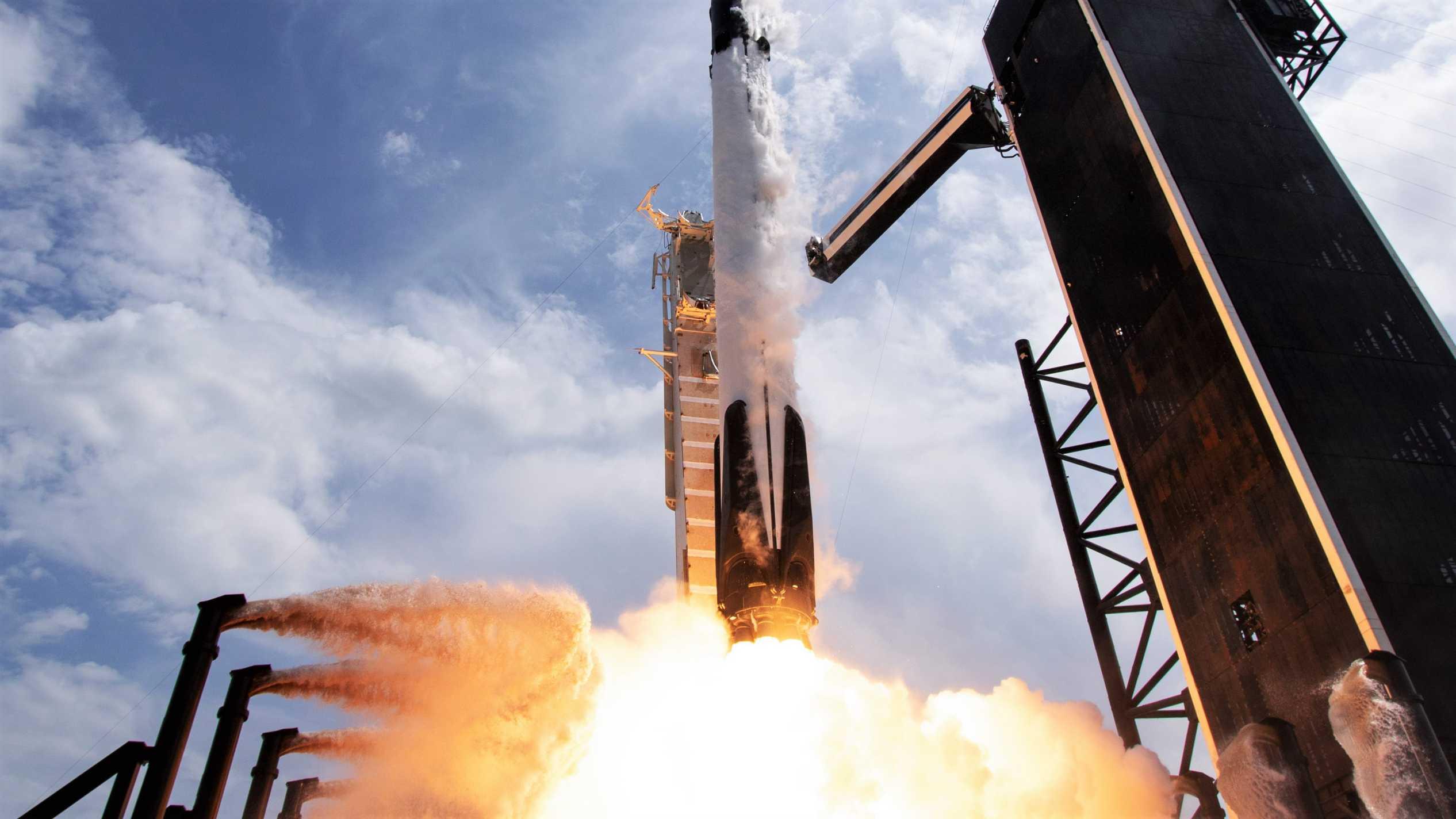 Crew Dragon C206 F9 B1058 Demo-2 39A 053020 (NASA) launch 28 crop (c)