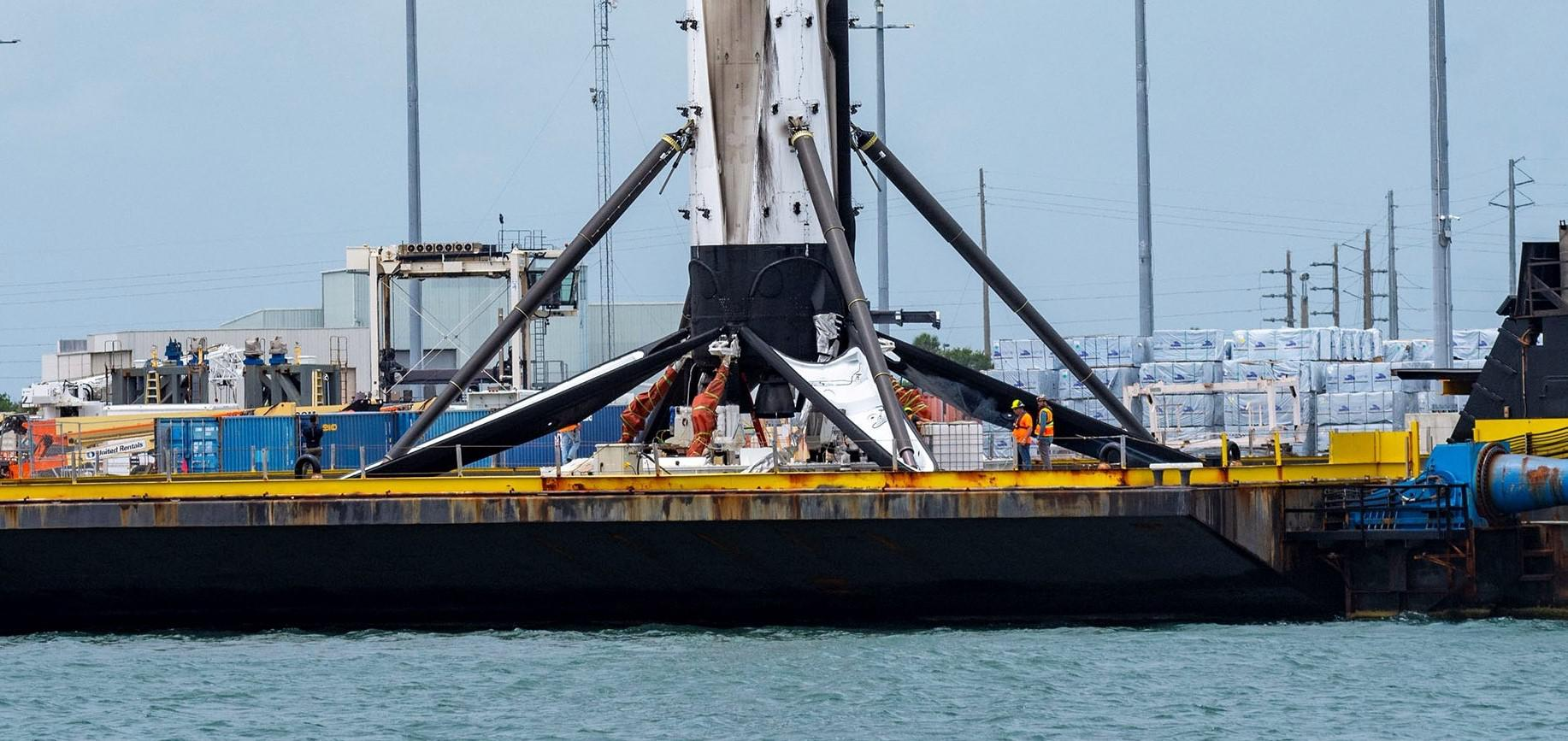 Crew Dragon Demo-2 Falcon 9 B1058 OCISLY recovery 060220 (SpaceX) 4 crop 2 (c)