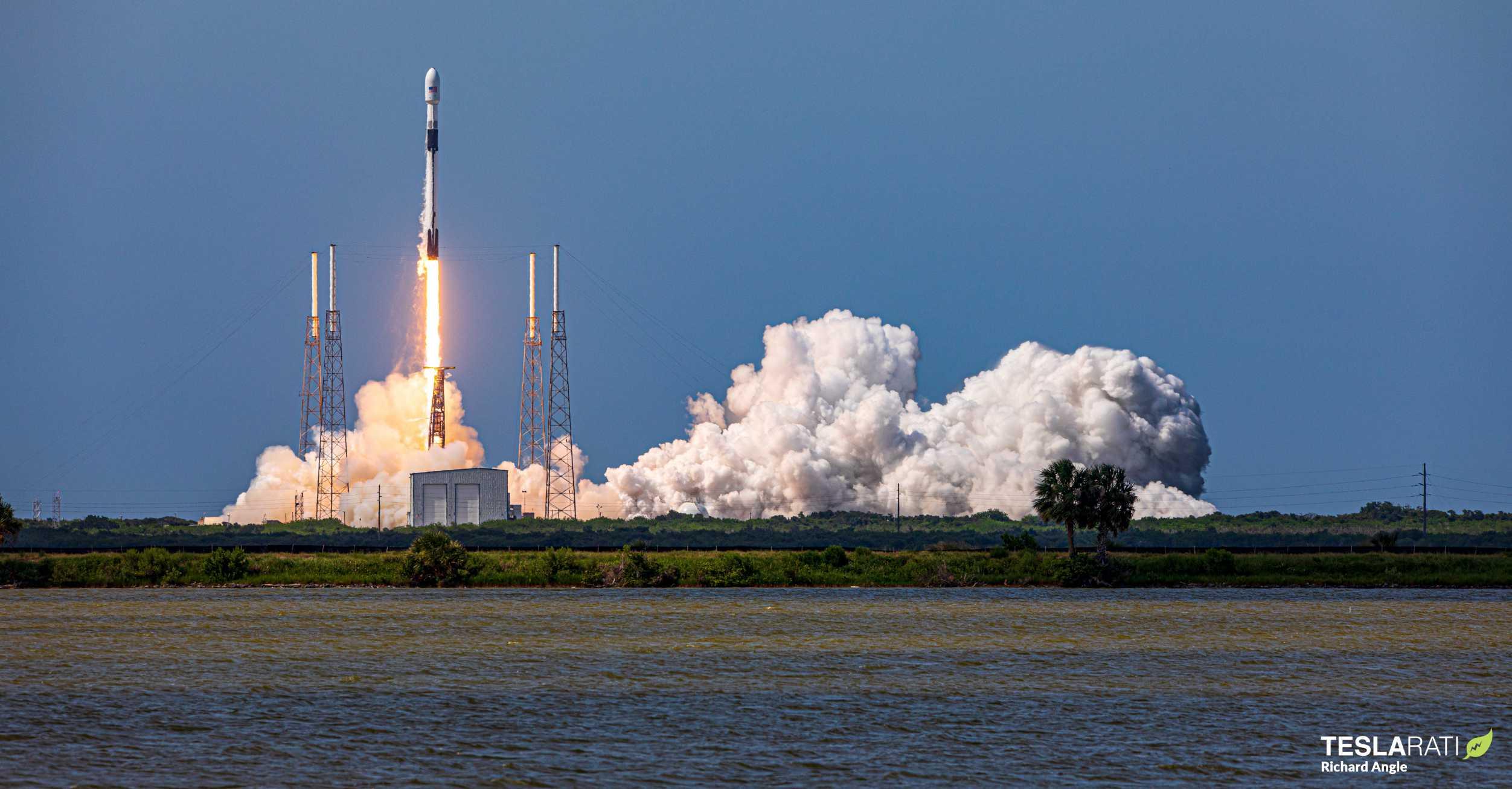 GPS III SV03 Falcon 9 B1060 063020 (Richard Angle) launch 1 crop (c)