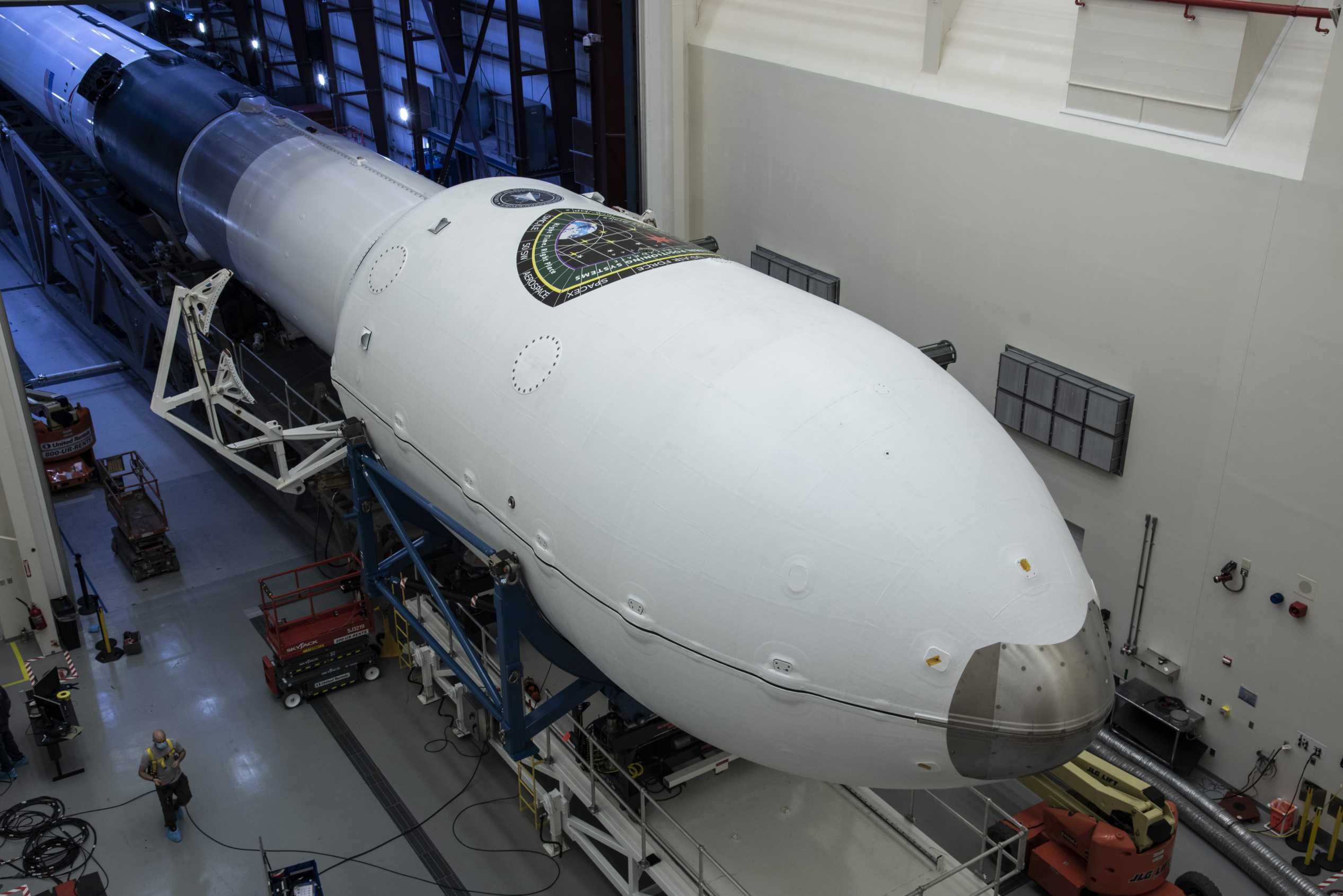 GPS III SV03 Falcon 9 B1060 LC-40 062930 (SpaceX) rollout 2 (c)