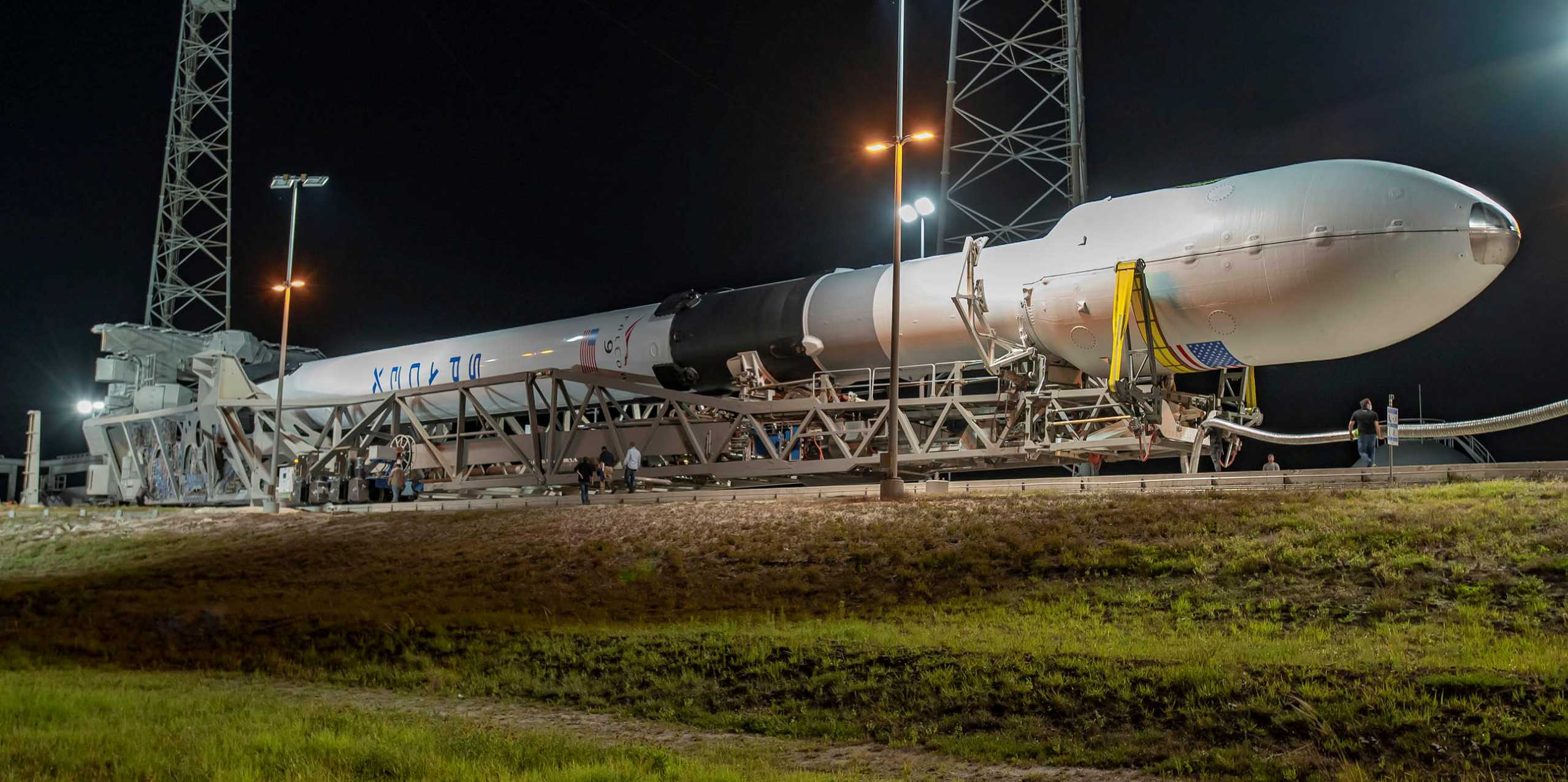 GPS III SV03 Falcon 9 B1060 LC-40 062930 (SpaceX) rollout 3 crop (c)