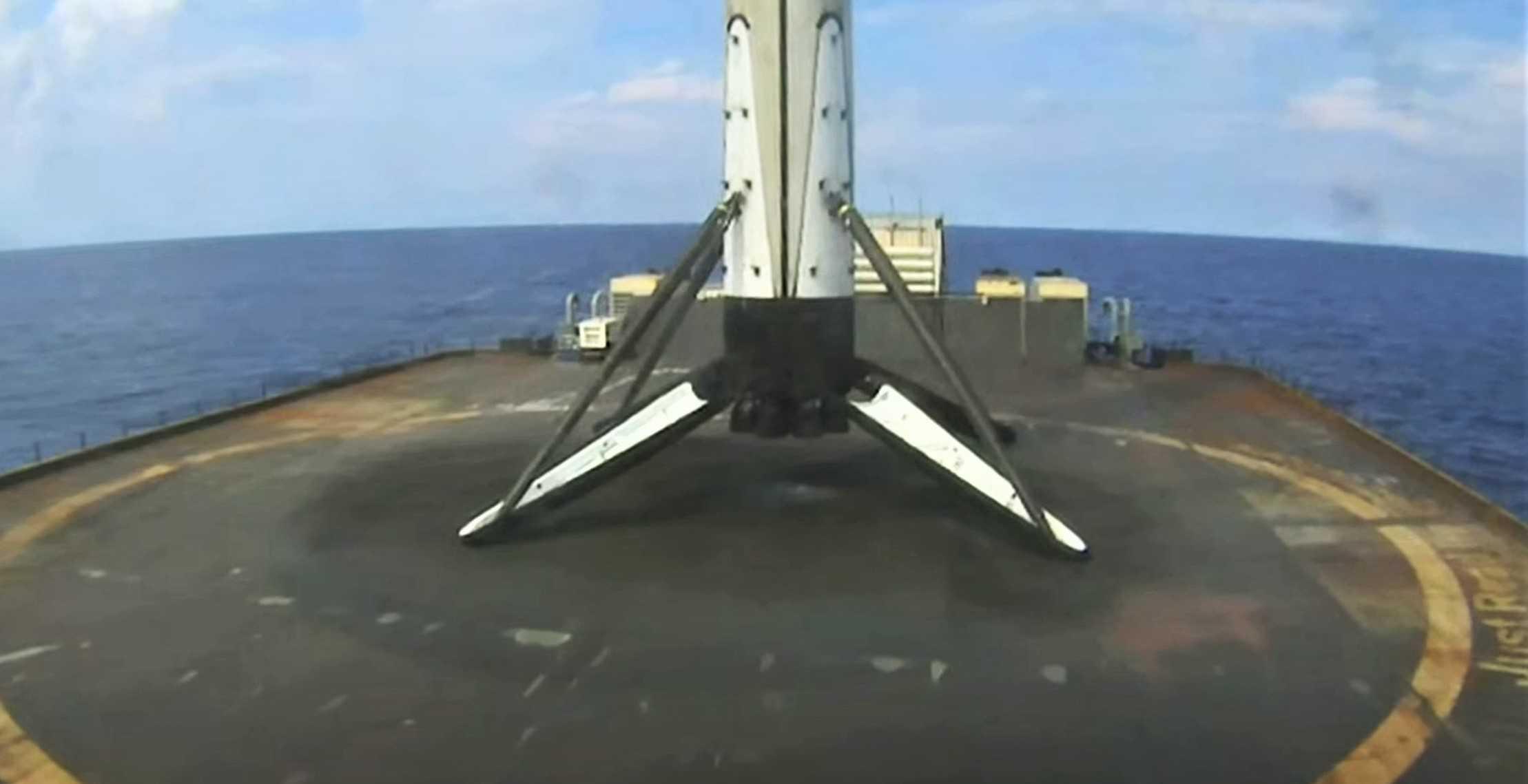 GPS III SV03 Falcon 9 B1060 webcast 063020 (SpaceX) landing 3 (c)