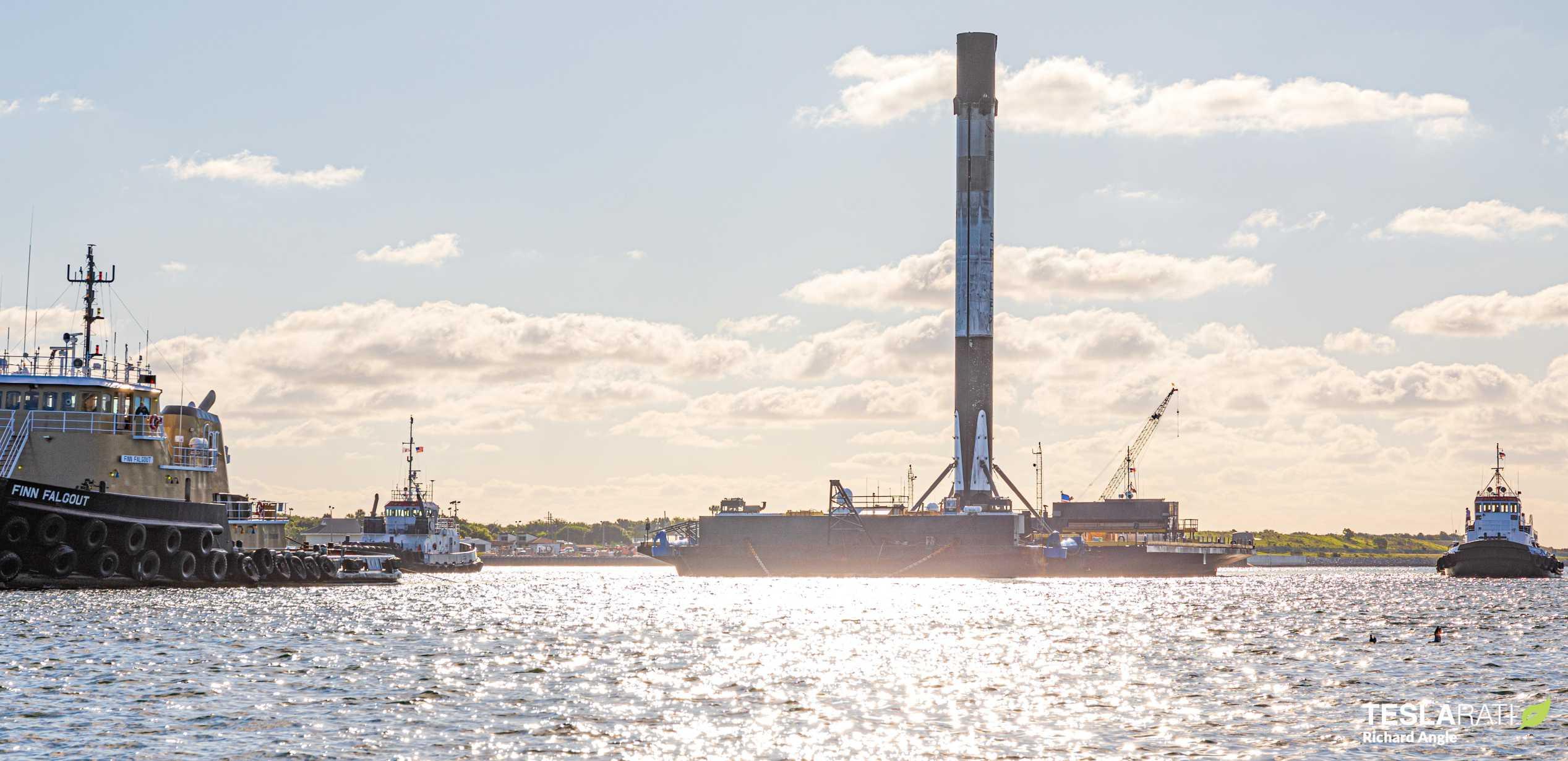 Starlink-8 Falcon 9 B1059 OCISLY return 061620 (Richard Angle) (19) crop (c)