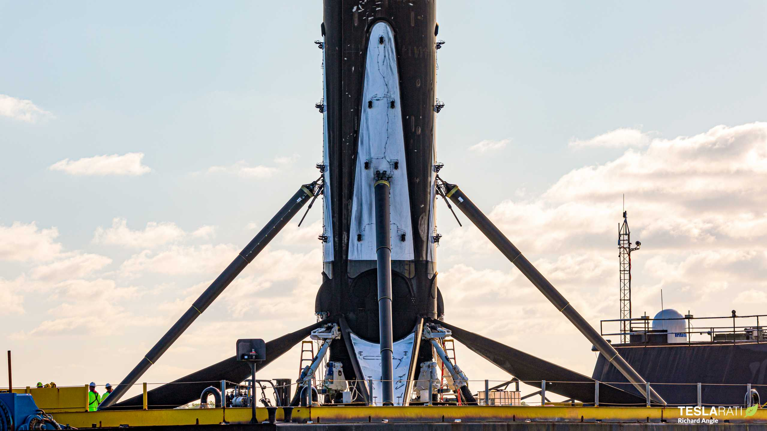 Starlink-8 Falcon 9 B1059 OCISLY return 061620 (Richard Angle) (21) (c)