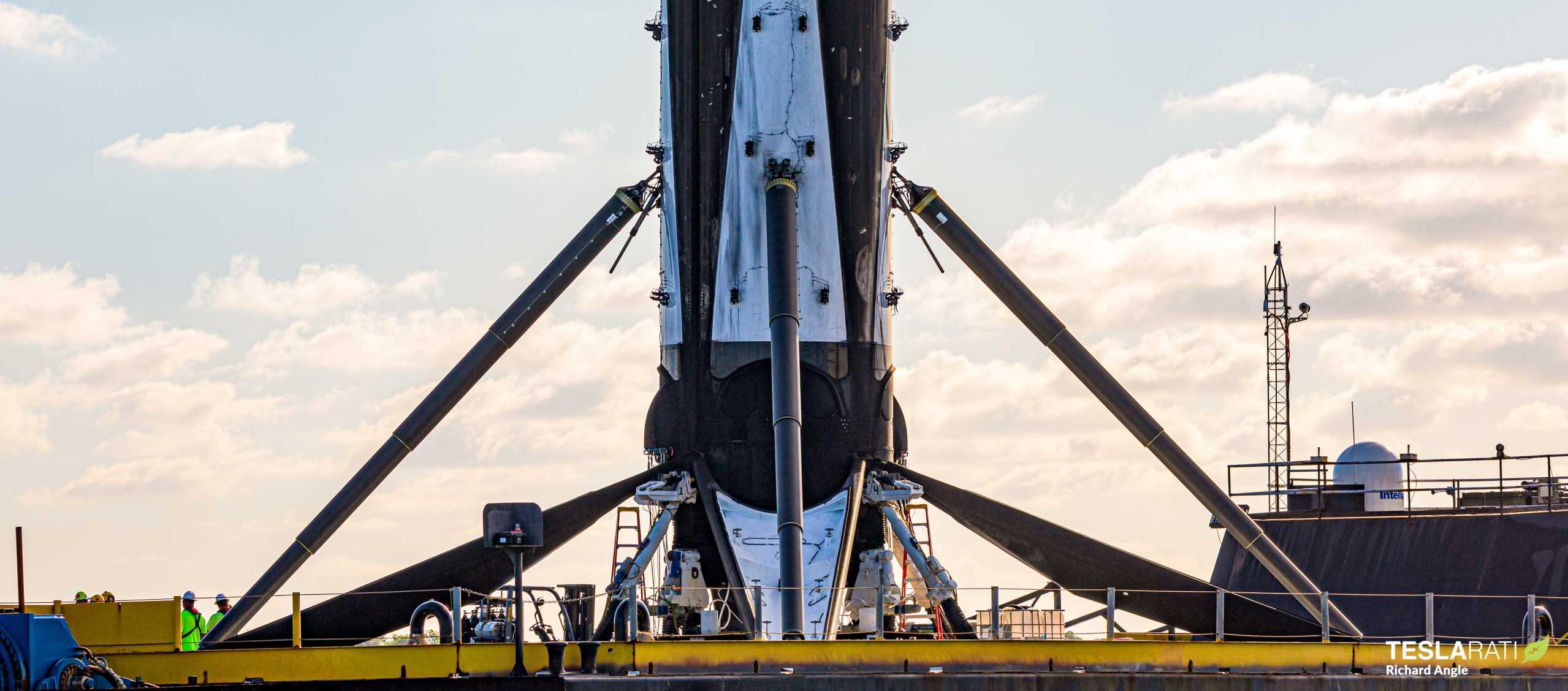 Starlink-8 Falcon 9 B1059 OCISLY return 061620 (Richard Angle) (21) crop (c)